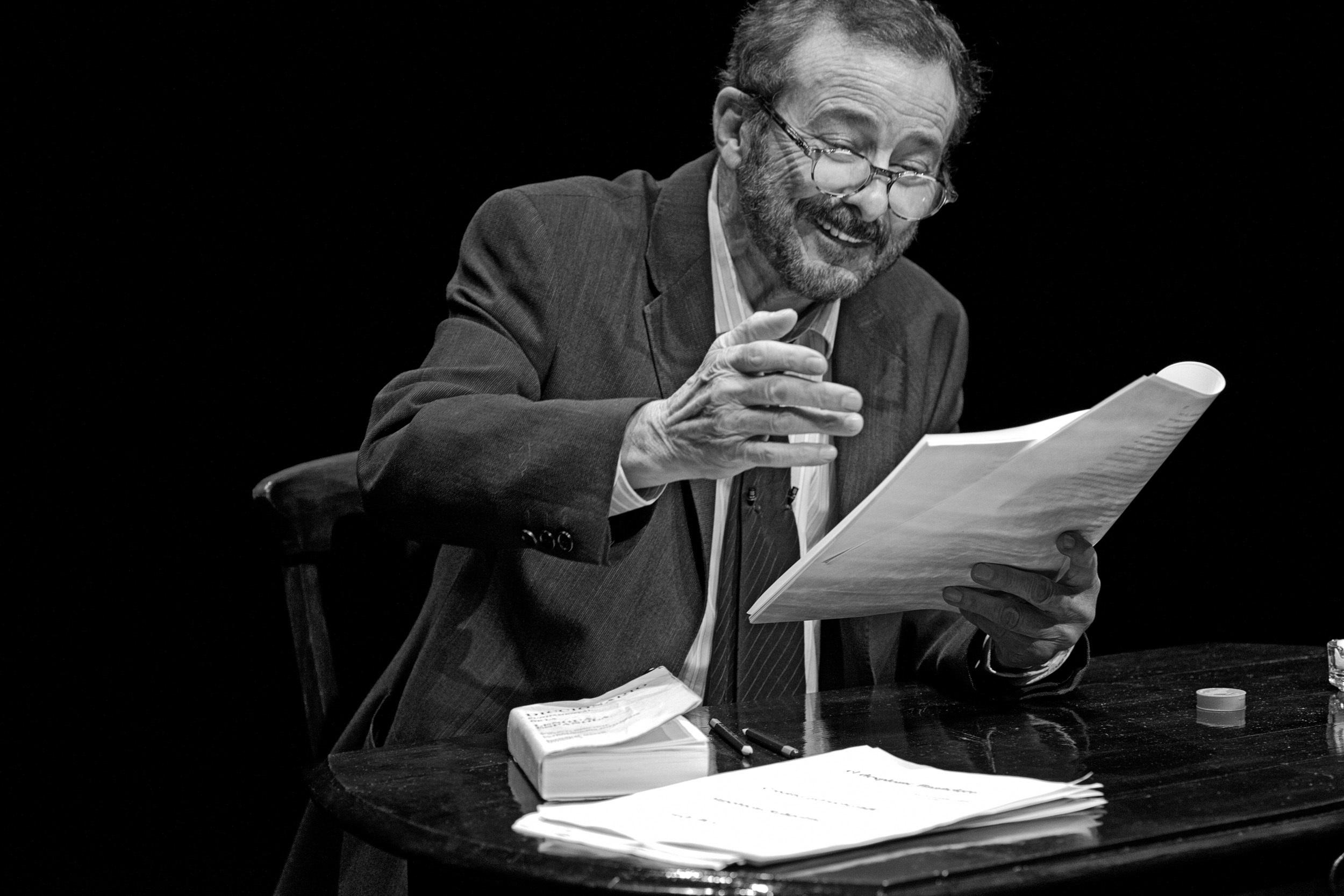 Juan Diego da voz este viernes en el Teatro Góngora al humor inteligente y mordaz de Juan José Millás