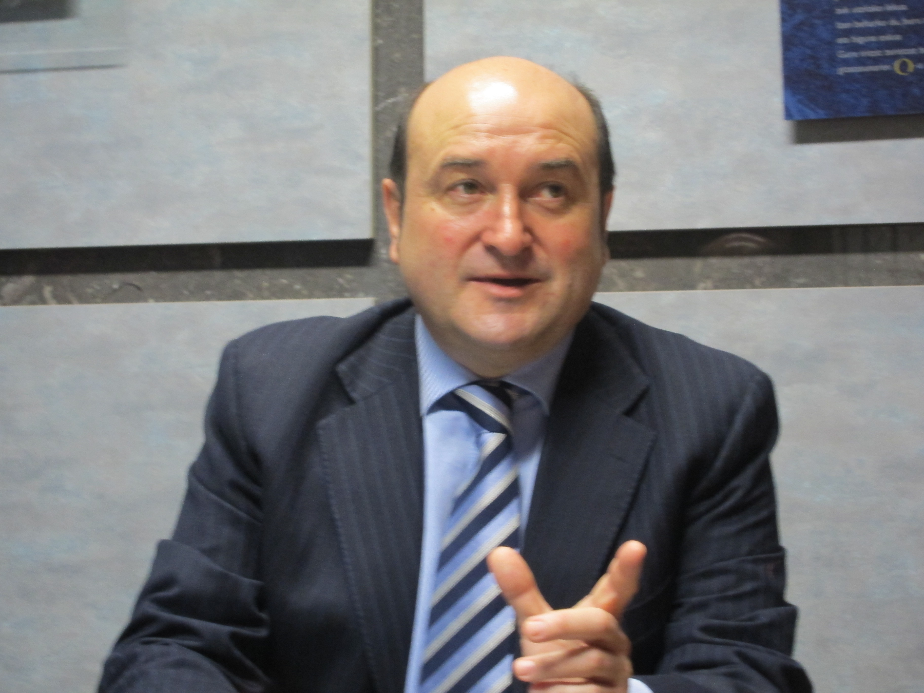Ortuzar destaca que «se ve una luz al final del túnel» en la situación económica