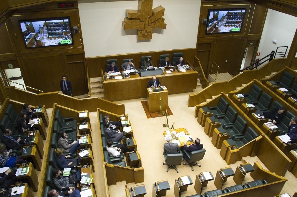 Parlamento vasco pide que el Gobierno autonómico asuma la construcción del TAV en toda Euskadi