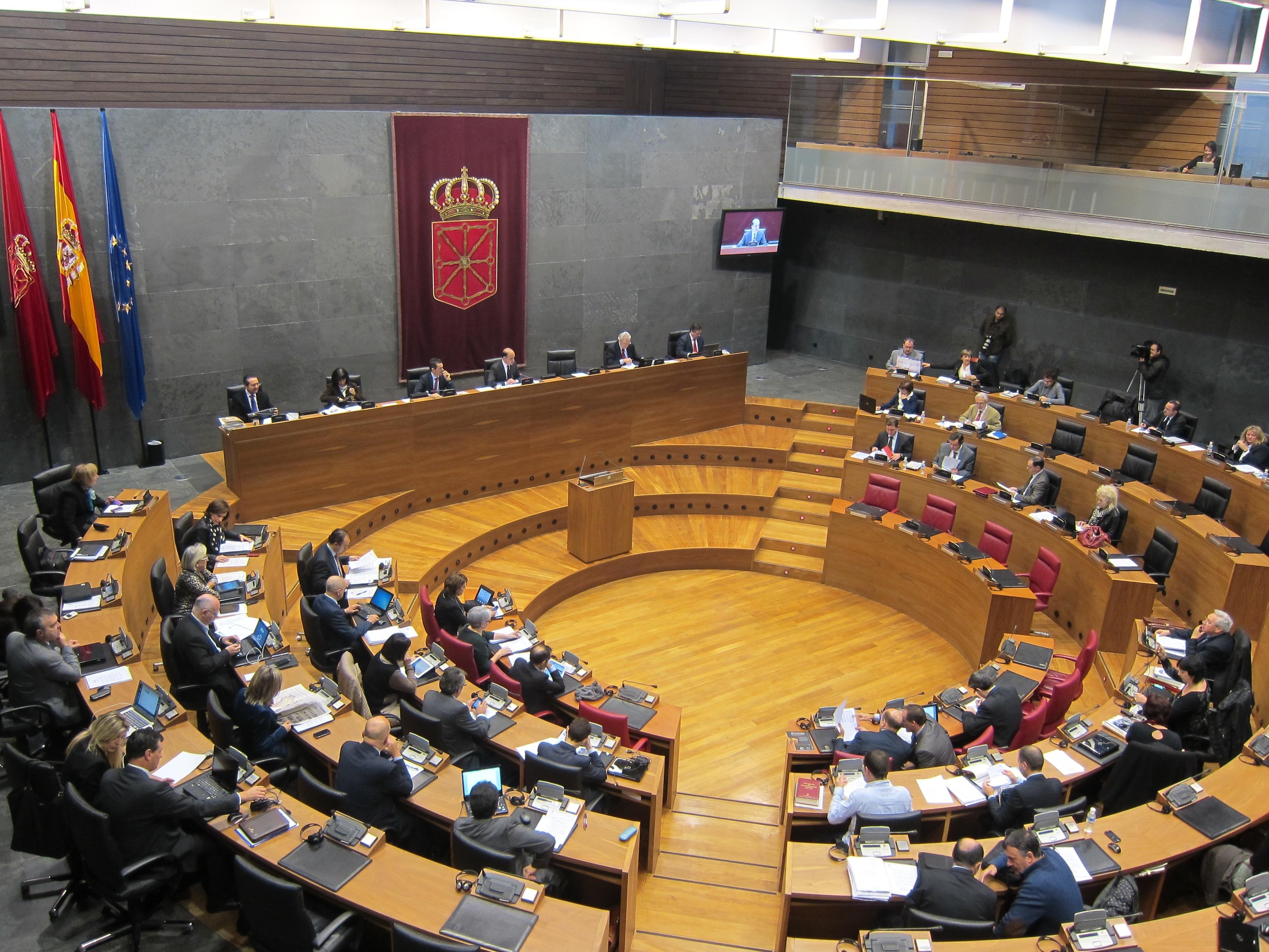 Parlamento navarro suprime el céntimo sanitario y unifica el tratamiento fiscal de las donaciones a ikastolas