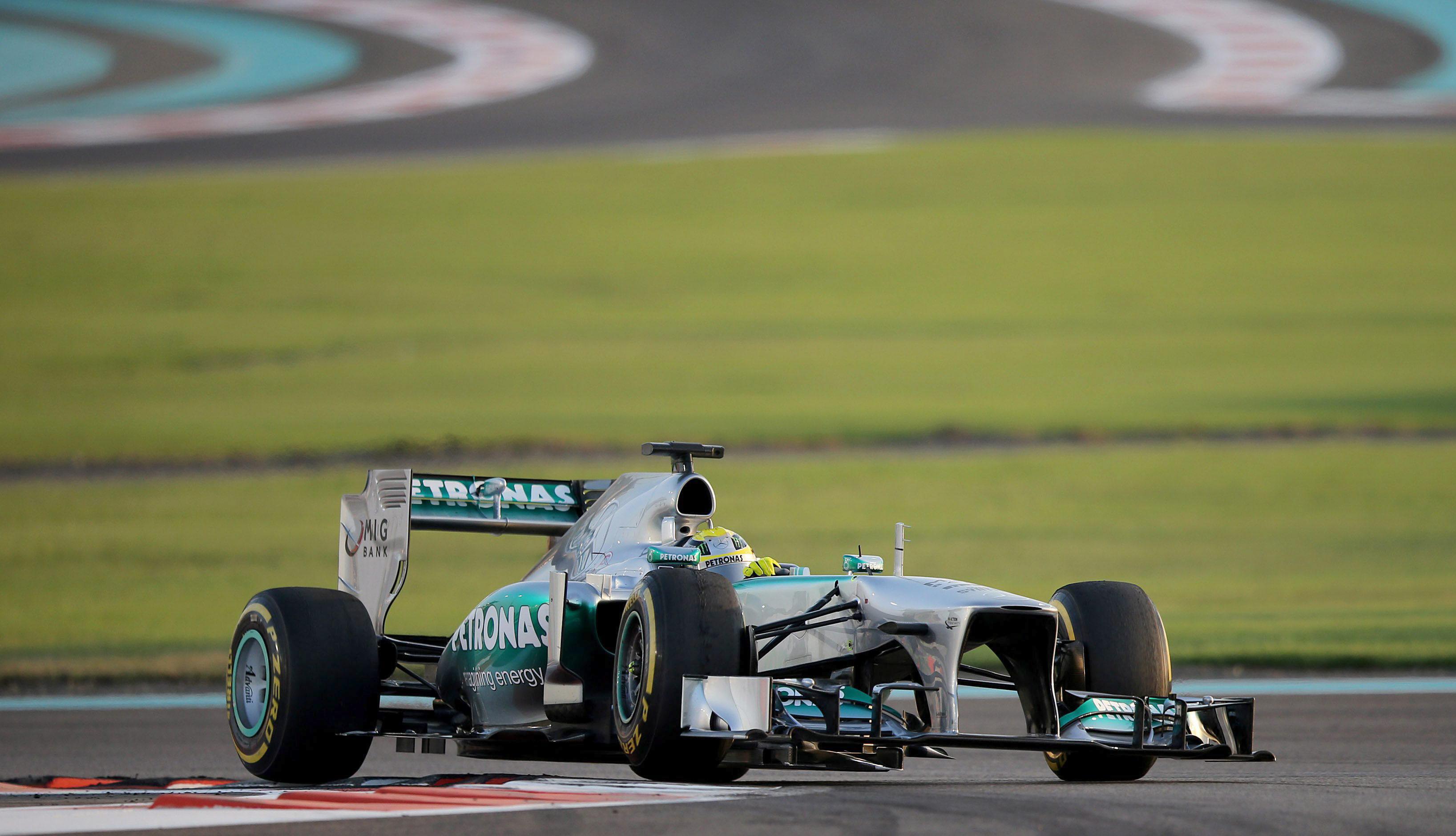 Mercedes abandona los test tras el reventón de Rosberg a 320 km/h