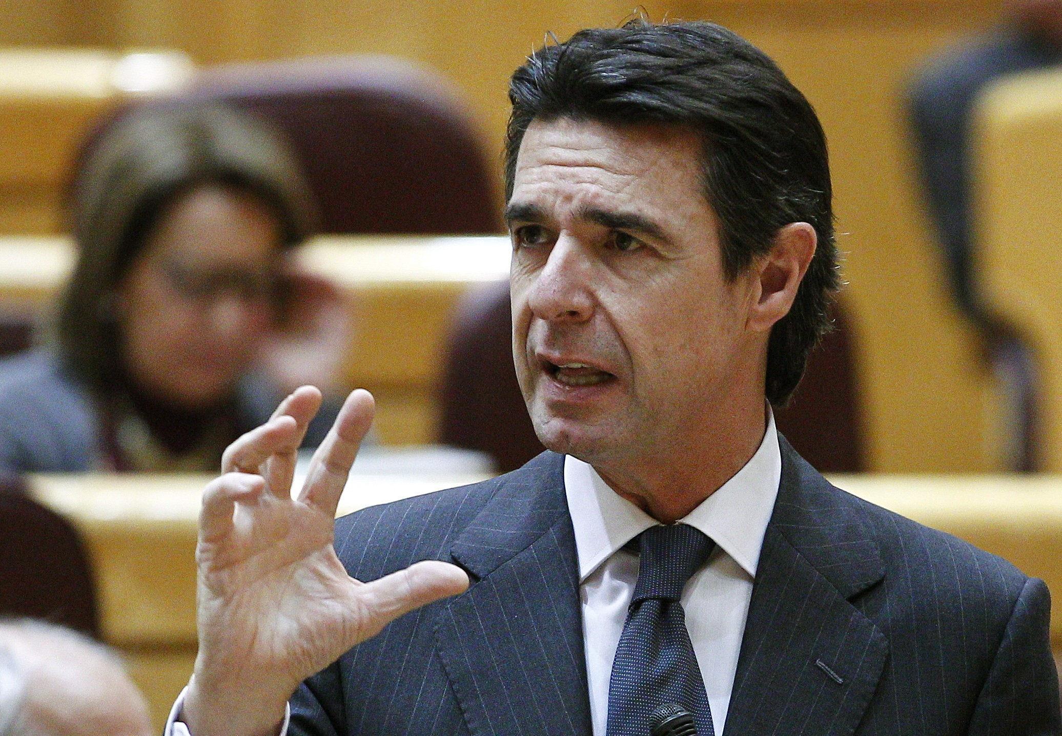 Soria afirma que el Gobierno no se pliega a los intereses de las eléctricas