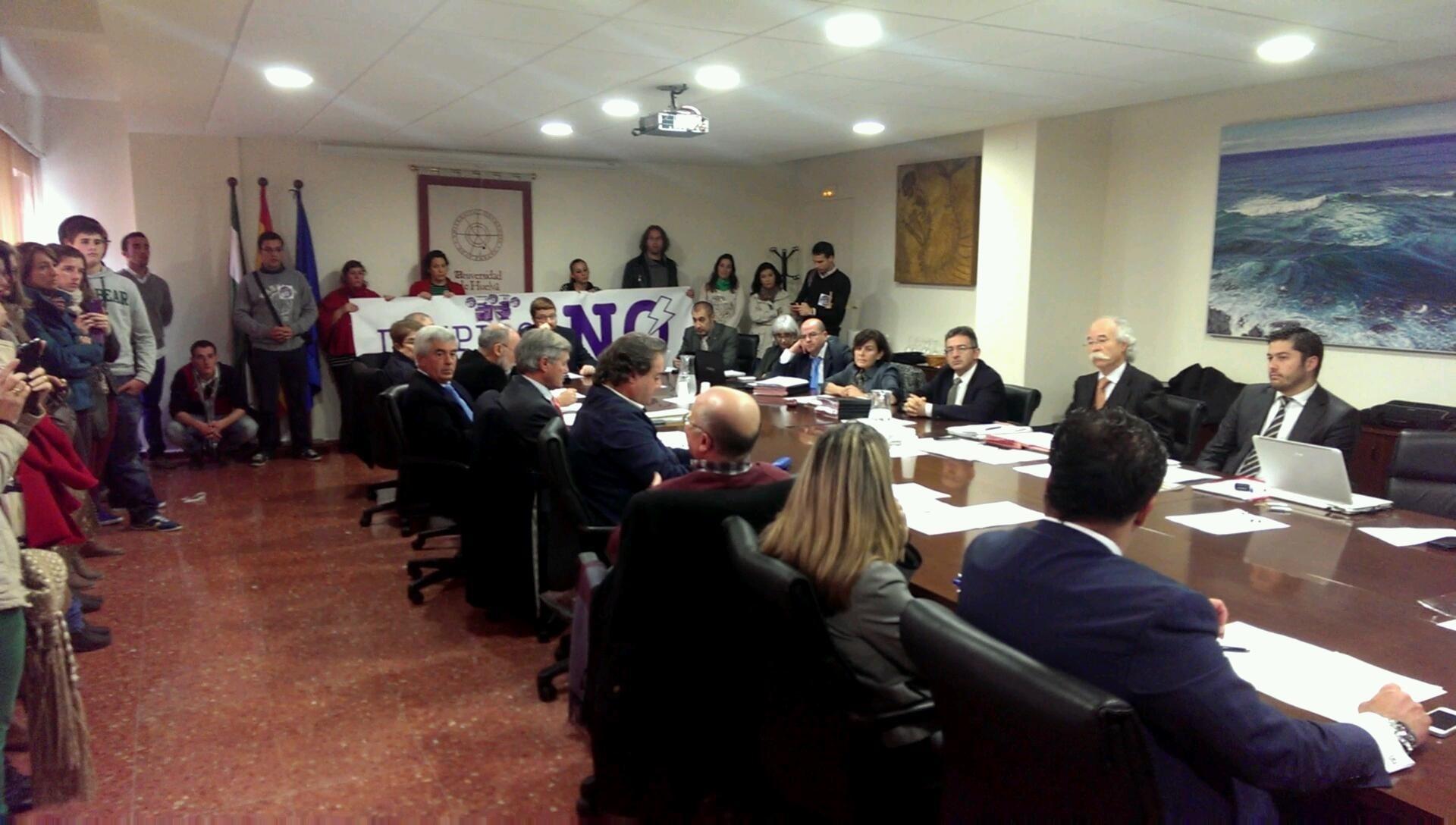 Suspendido el Consejo Social de la Universidad de Huelva debido a la presencia de miembros del Capítulo 6