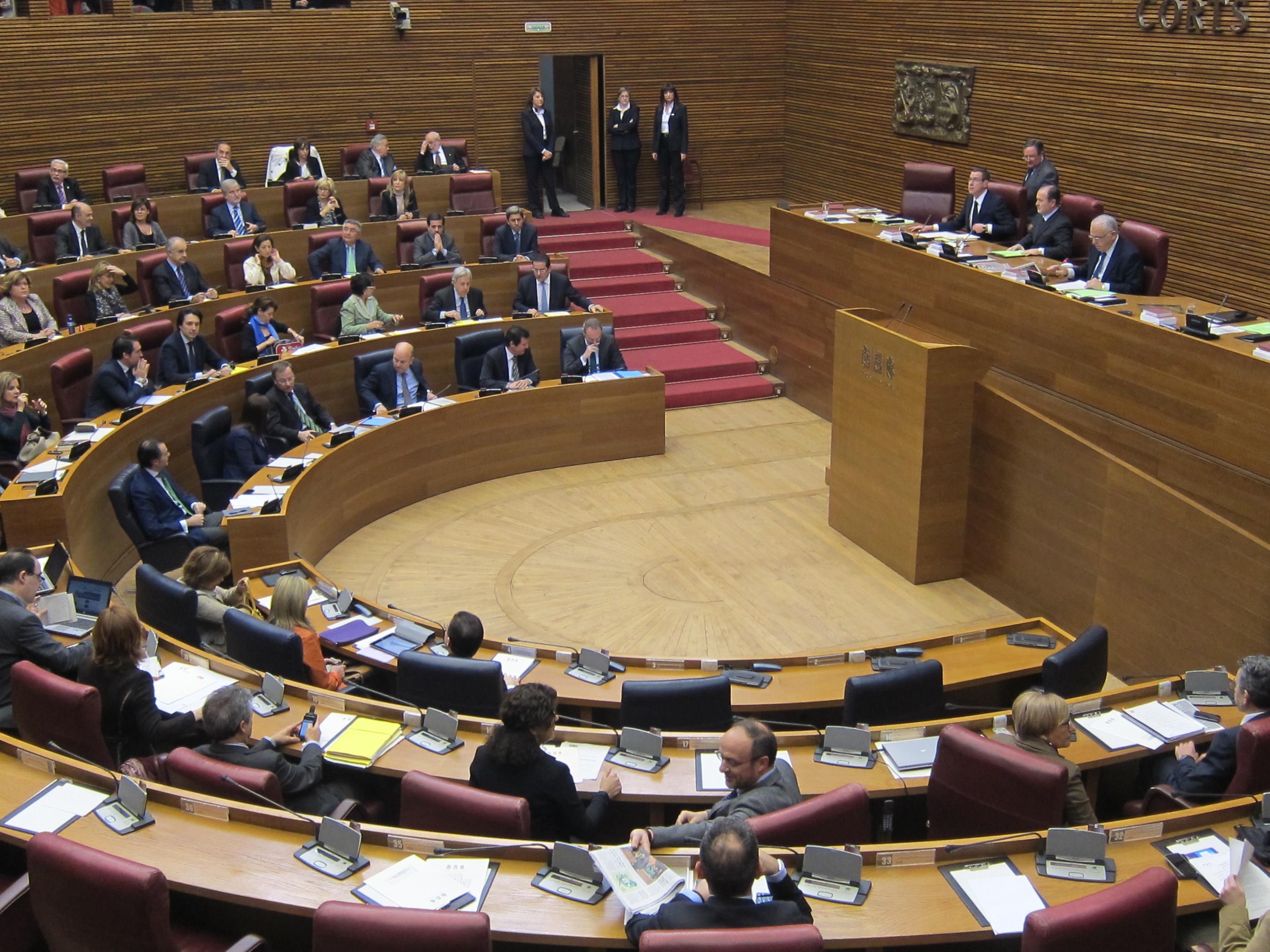 La oposición valenciana pide que se repitan las declaraciones de rentas y que se especifiquen los «sobresueldos»