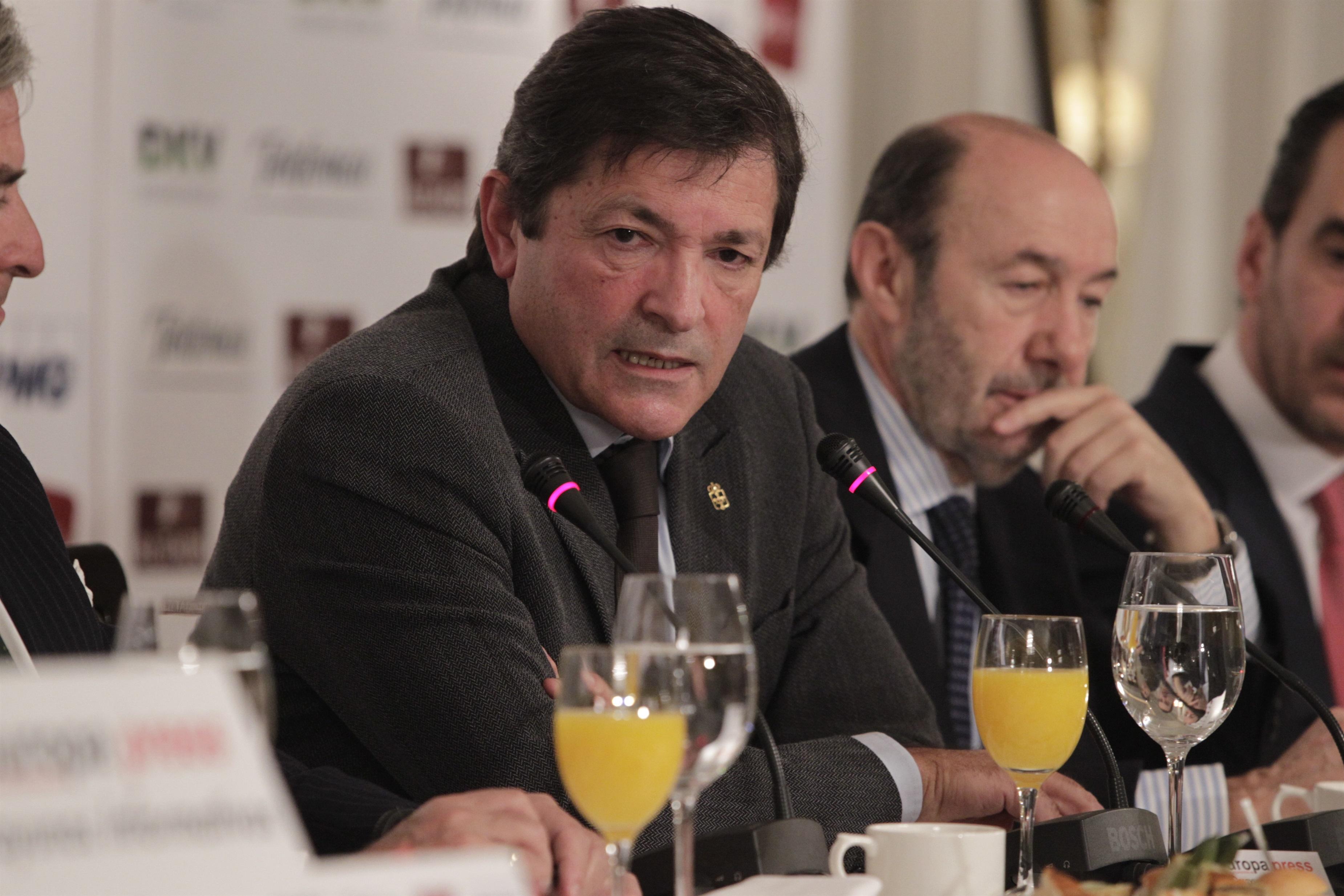 El presidente asturiano culpa a la oposición de falta de acuerdo y lo achaca a «intereses electorales»