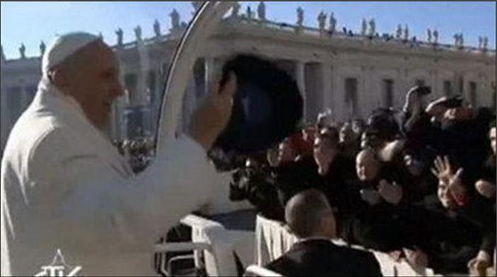 Una »txapela» para el Papa
