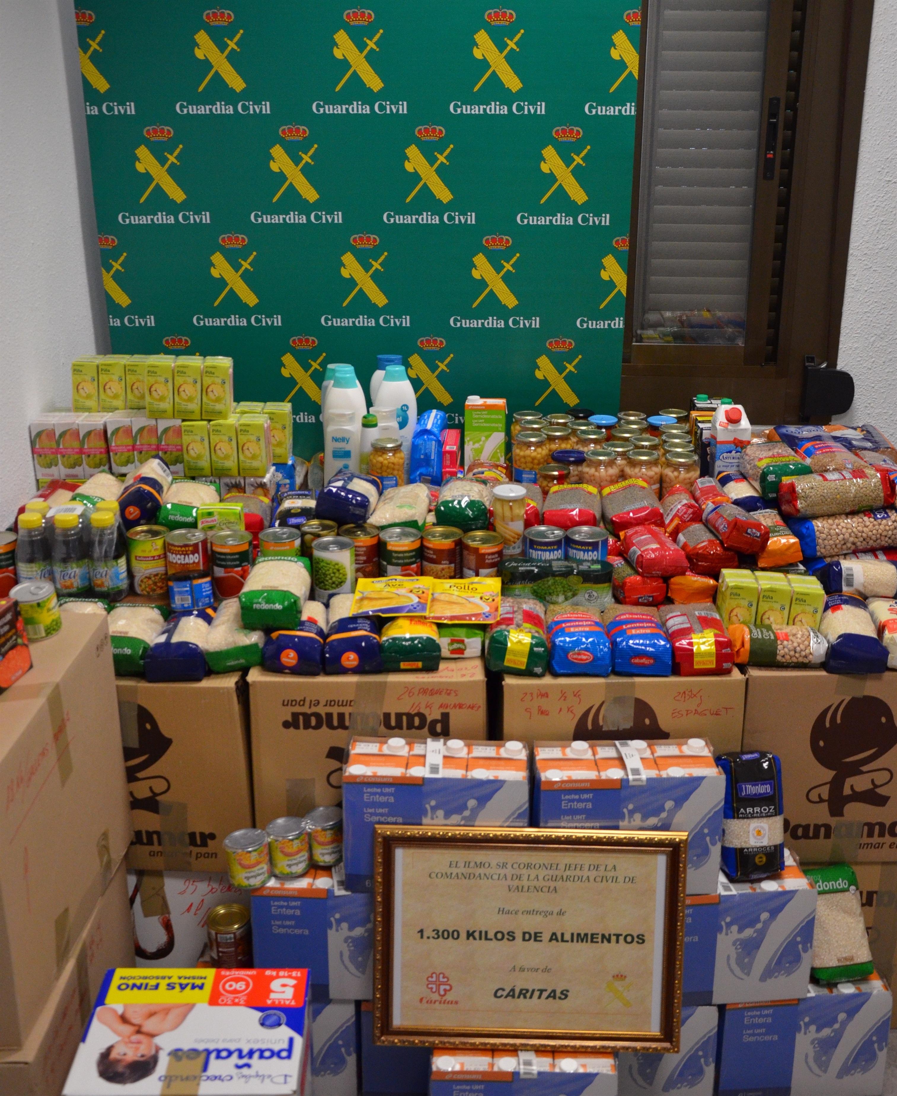 La Guardia Civil de Valencia entrega 1.300 kilos de alimentos a beneficio de Cáritas