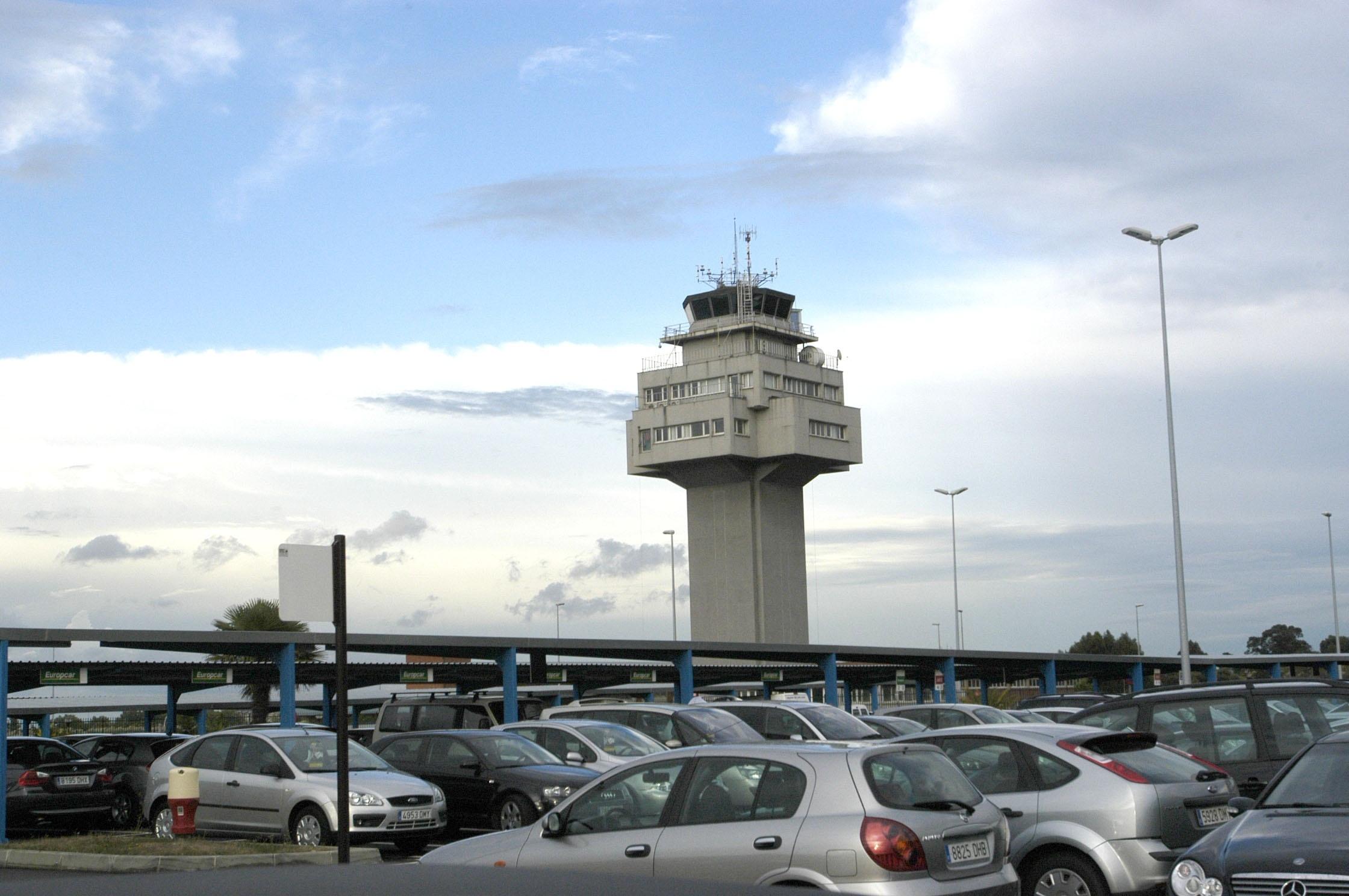 El viento obliga a desviar a Valladolid un vuelo de Santander a Madrid y otro de Barajas a Parayas