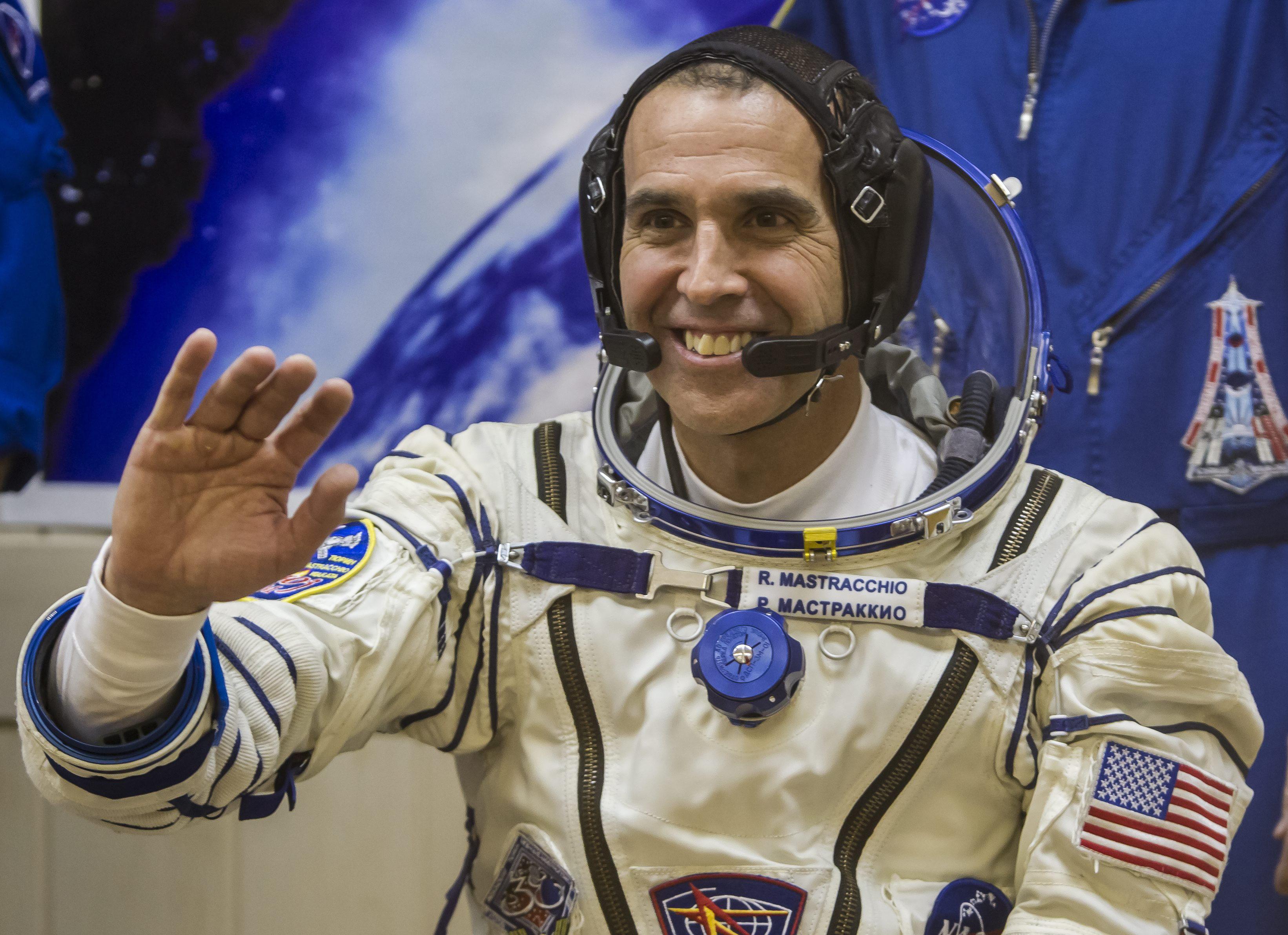 Los astronautas inician la segunda caminata espacial para reparar el fallo en la EEI