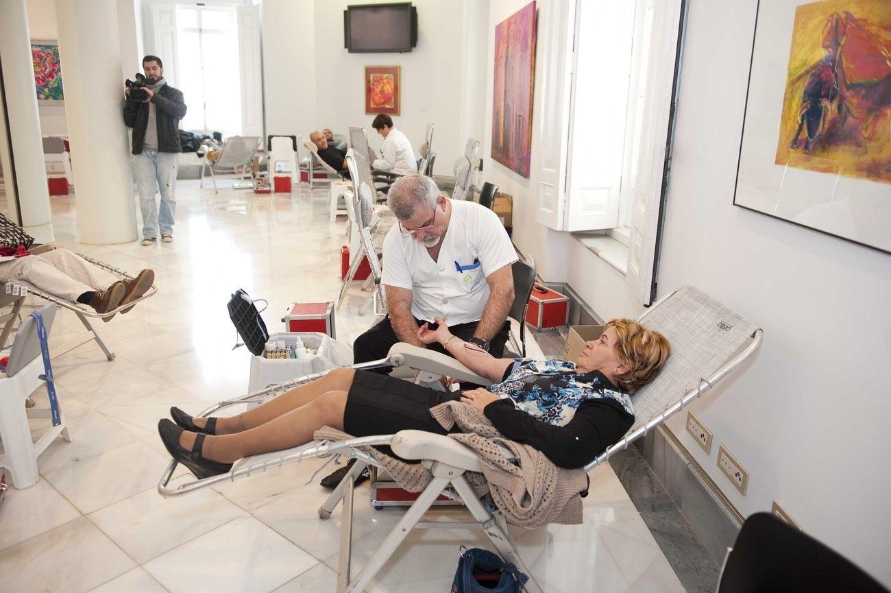 Centro Regional Hemodonación atiende durante 2013 a 60.308 donantes de sangre, de los que 5.749 lo hacen por primera vez