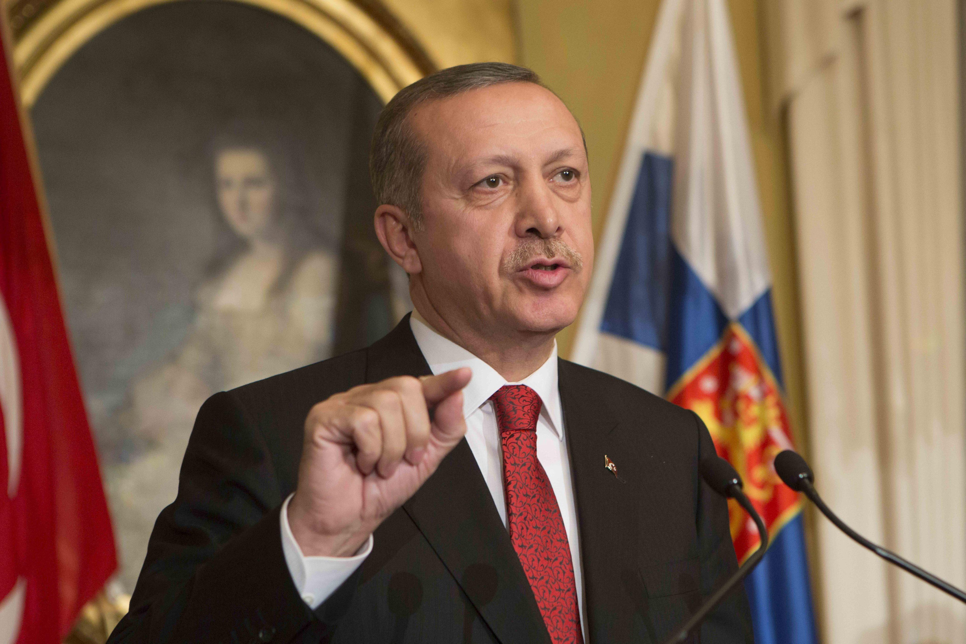 Dimite un tercer ministro en Turquía y pide a Erdogan que se vaya también