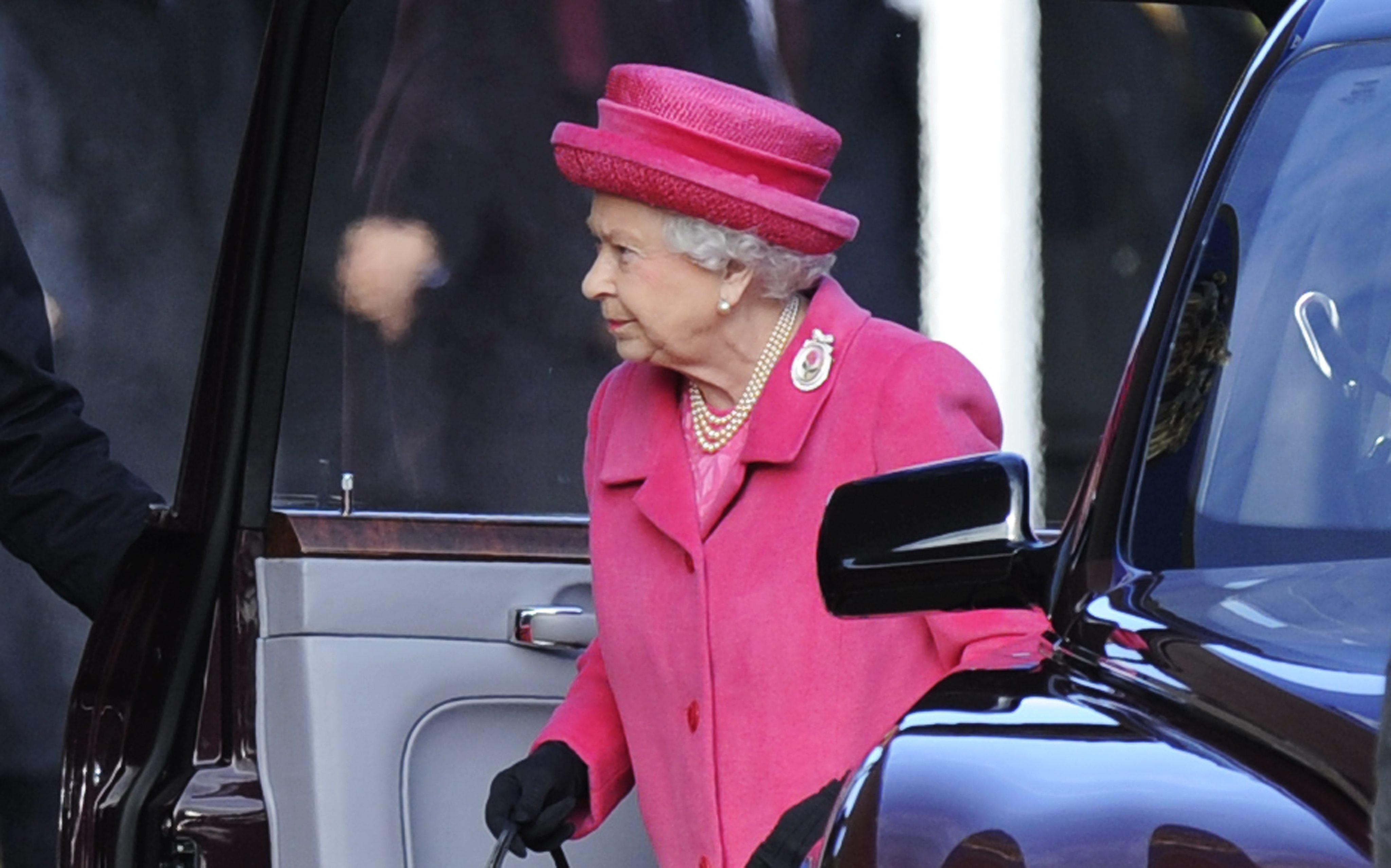 La reina Isabel II invita a la reflexión en su tradicional discurso navideño