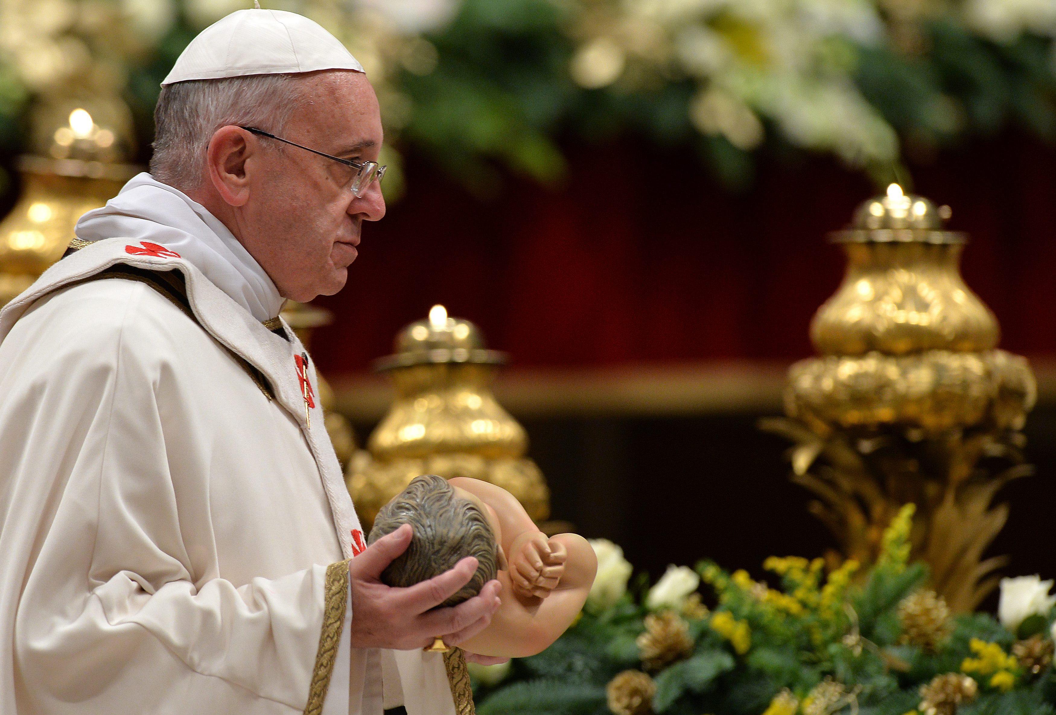 El Papa en su primer discurso de Navidad se acuerda de los conflictos y los niños
