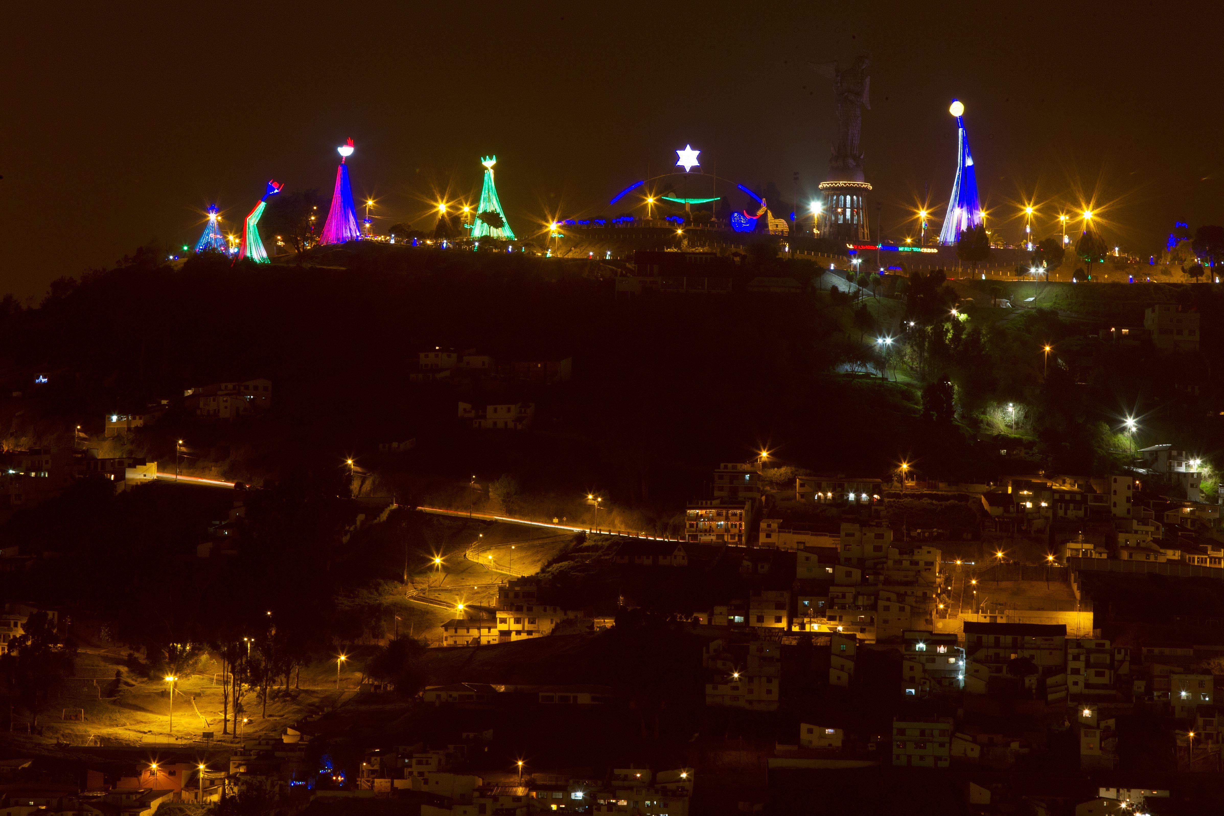 El pesebre gigante ilumina la Navidad en Quito