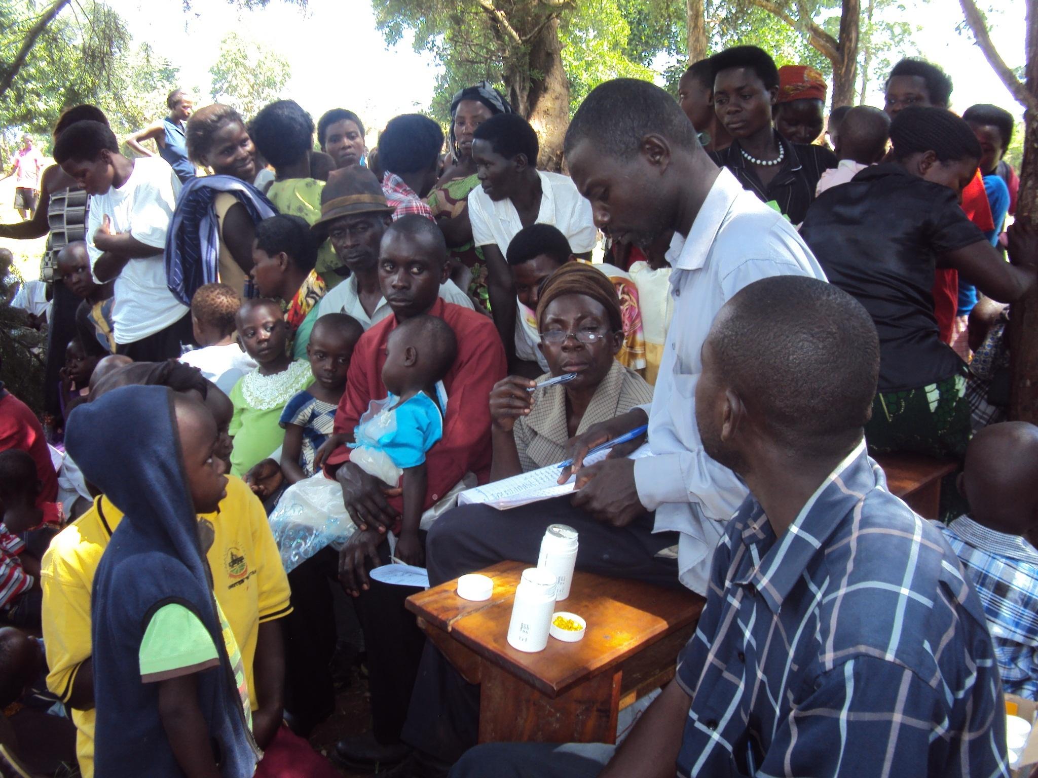 Clínica Baviera suministrará vitamina A a 2.000 niños en Uganda para prevenir la ceguera