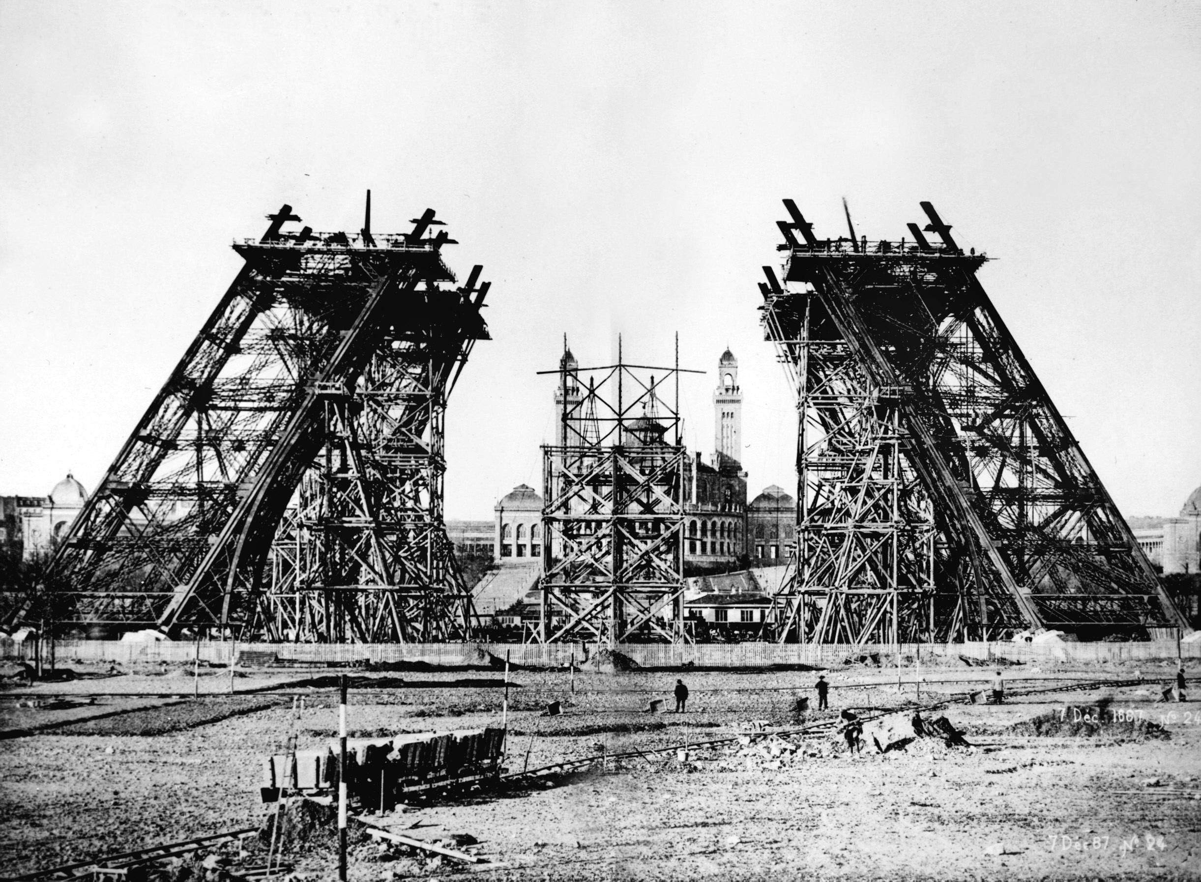 Francia no olvida a Gustave Eiffel en el noventa aniversario de su muerte