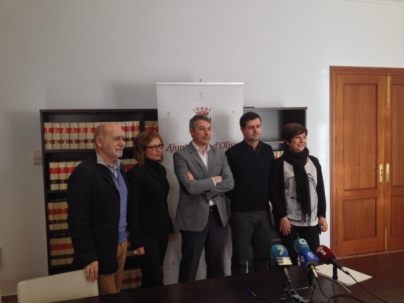 Fuster (PSPV) sustituye a González (Compromís) como alcalde de Oliva cumpliendo el pacto de gobierno
