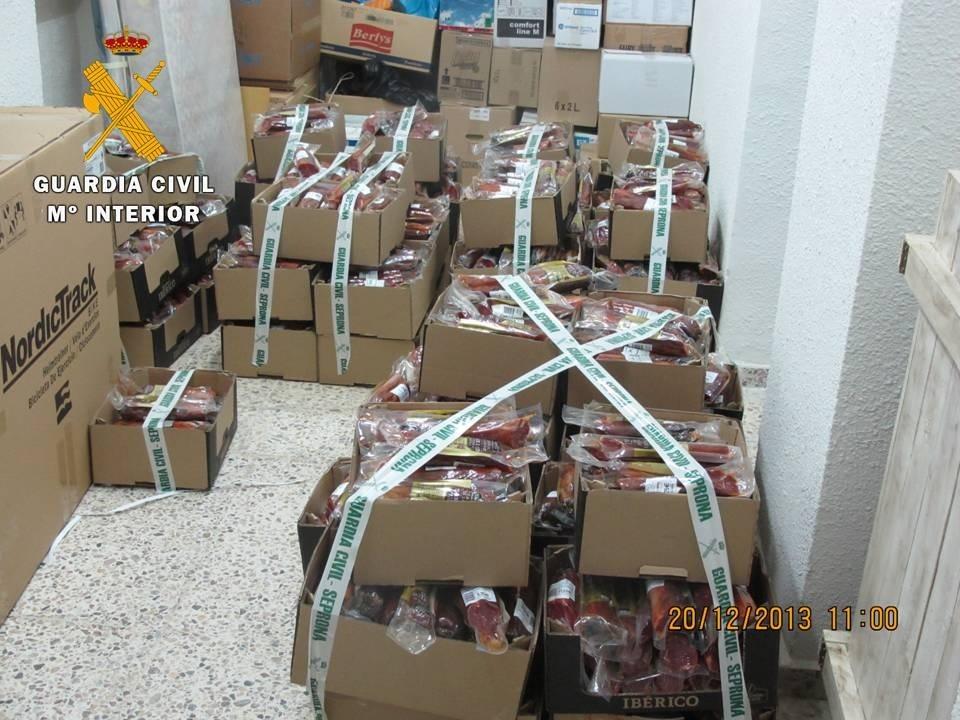 La Guardia Civil recupera 283 jamones y otros alimentos sustraídos cuando eran transportados