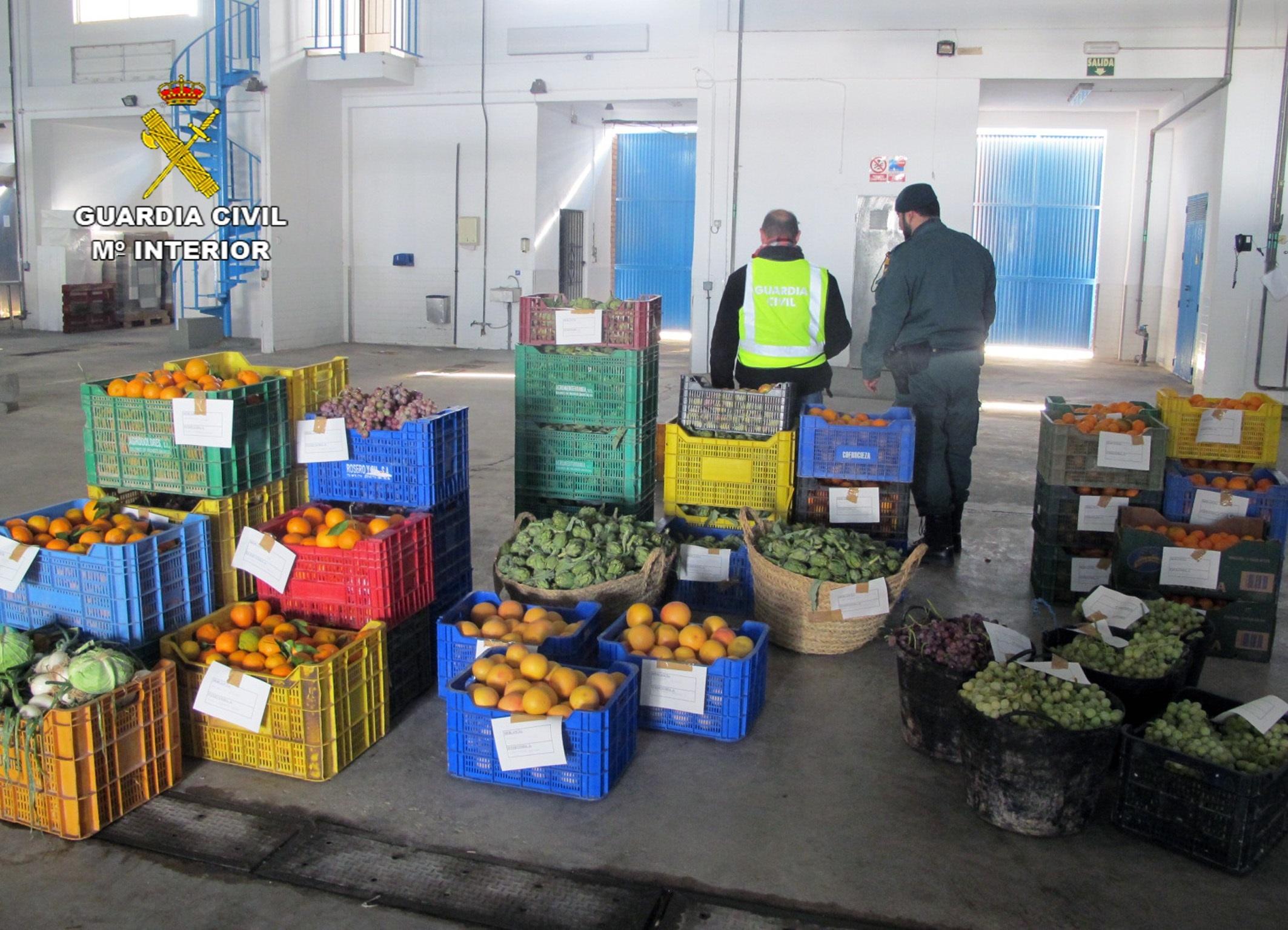 La Guardia Civil interviene más de una tonelada de productos hortofrutícolas en un mercado de Murcia