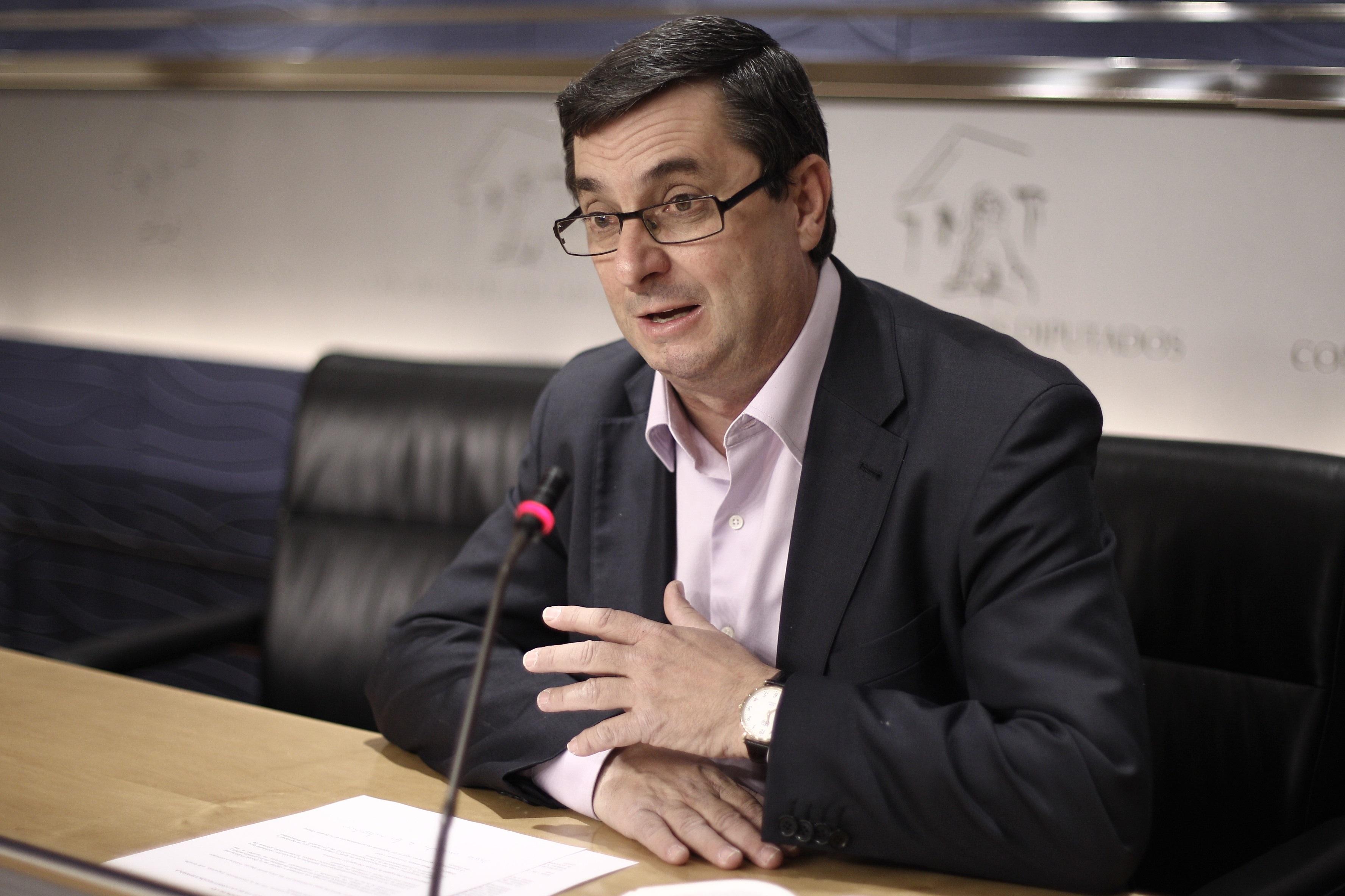 IU vincula las críticas de Aznar a la DGT con los casos de cargos del PP multados por conducir ebrios
