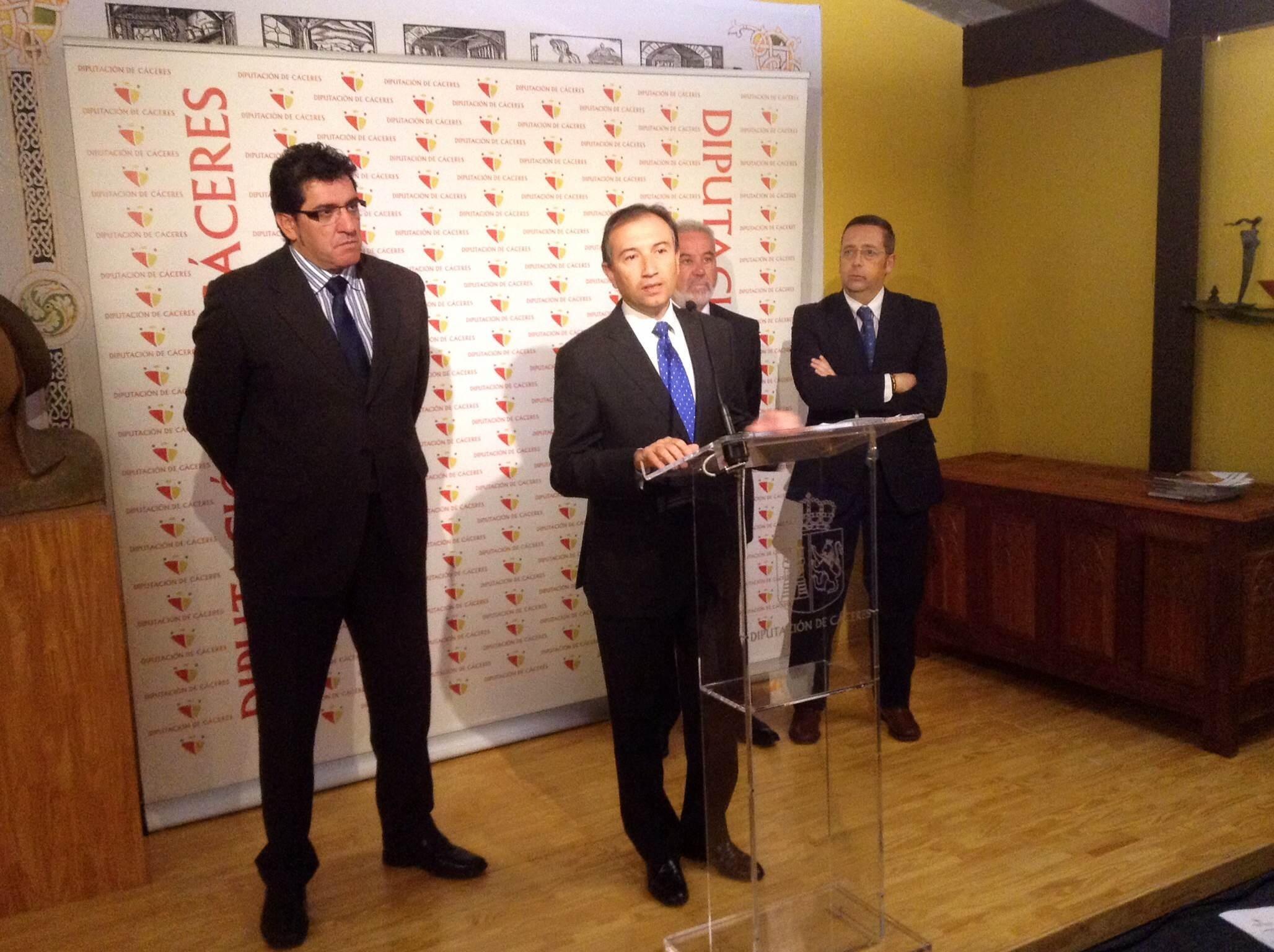 Laureano León destaca que con la nueva administración local la Diputación de Cáceres «pasa a tener un papel clave»