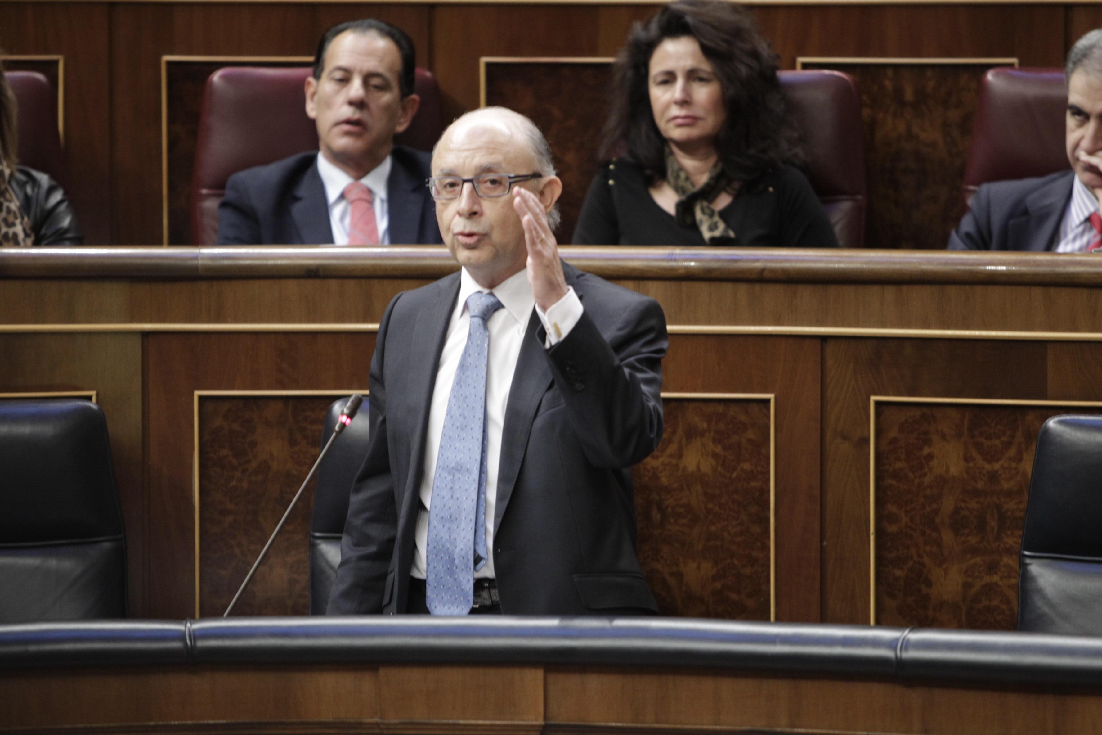 Montoro dice que González «está equivocado» si piensa que Hacienda es «la ventanilla» para que se convierta en candidato