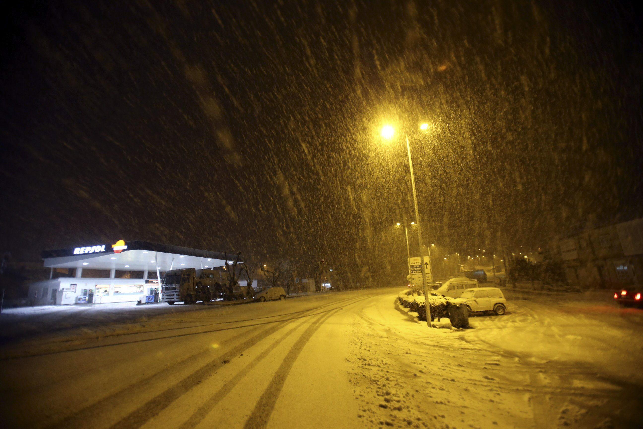 Nieve, fuerte viento y olas de 7 metros mantienen en alerta a 24 provincias