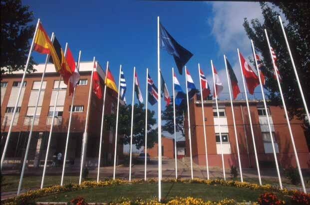 La OTAN arría por última vez su bandera en el cuartel de Retamares (Madrid) después de 14 años