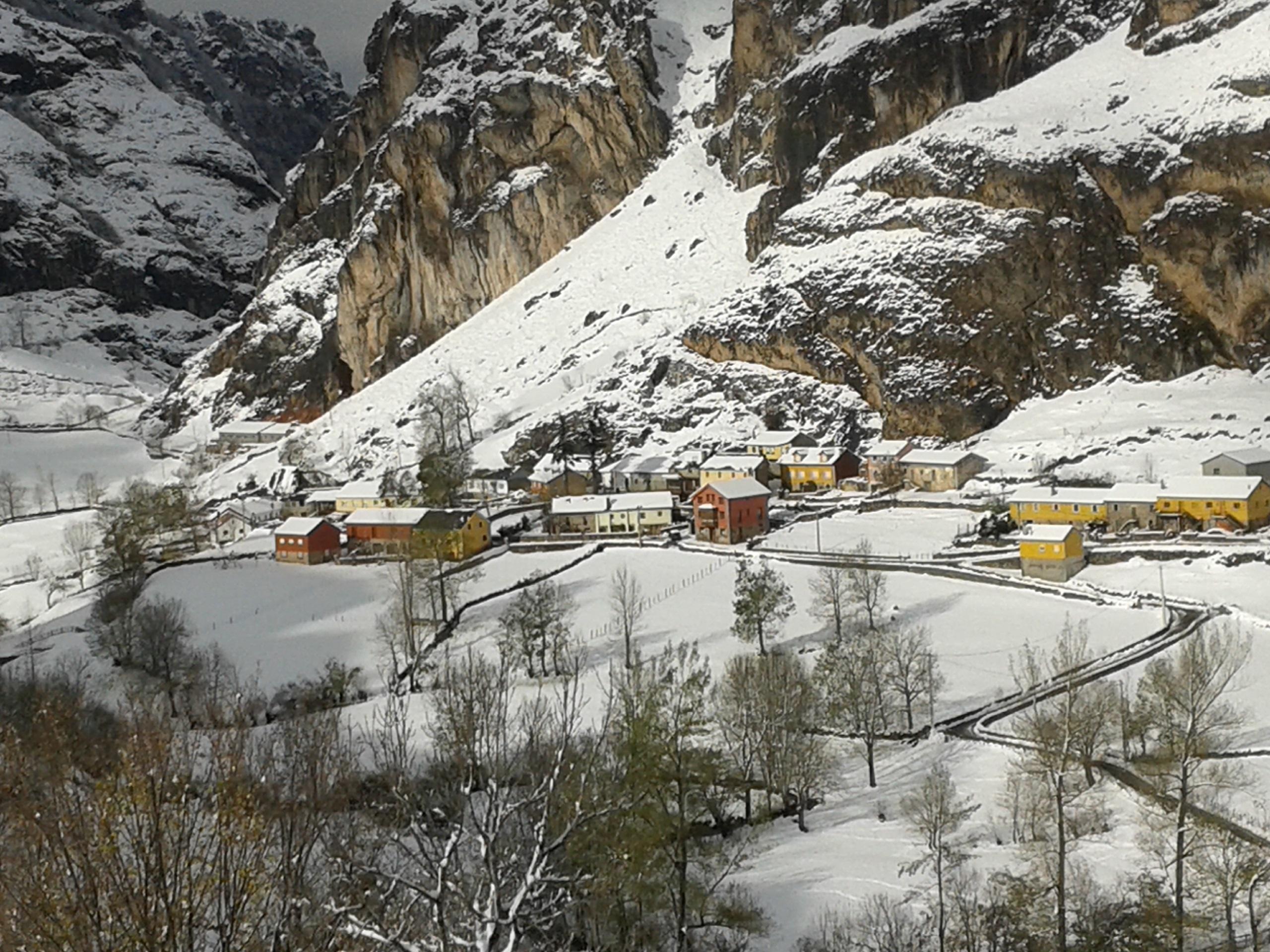 Trece puertos de montaña requieren el uso de cadenas para circular