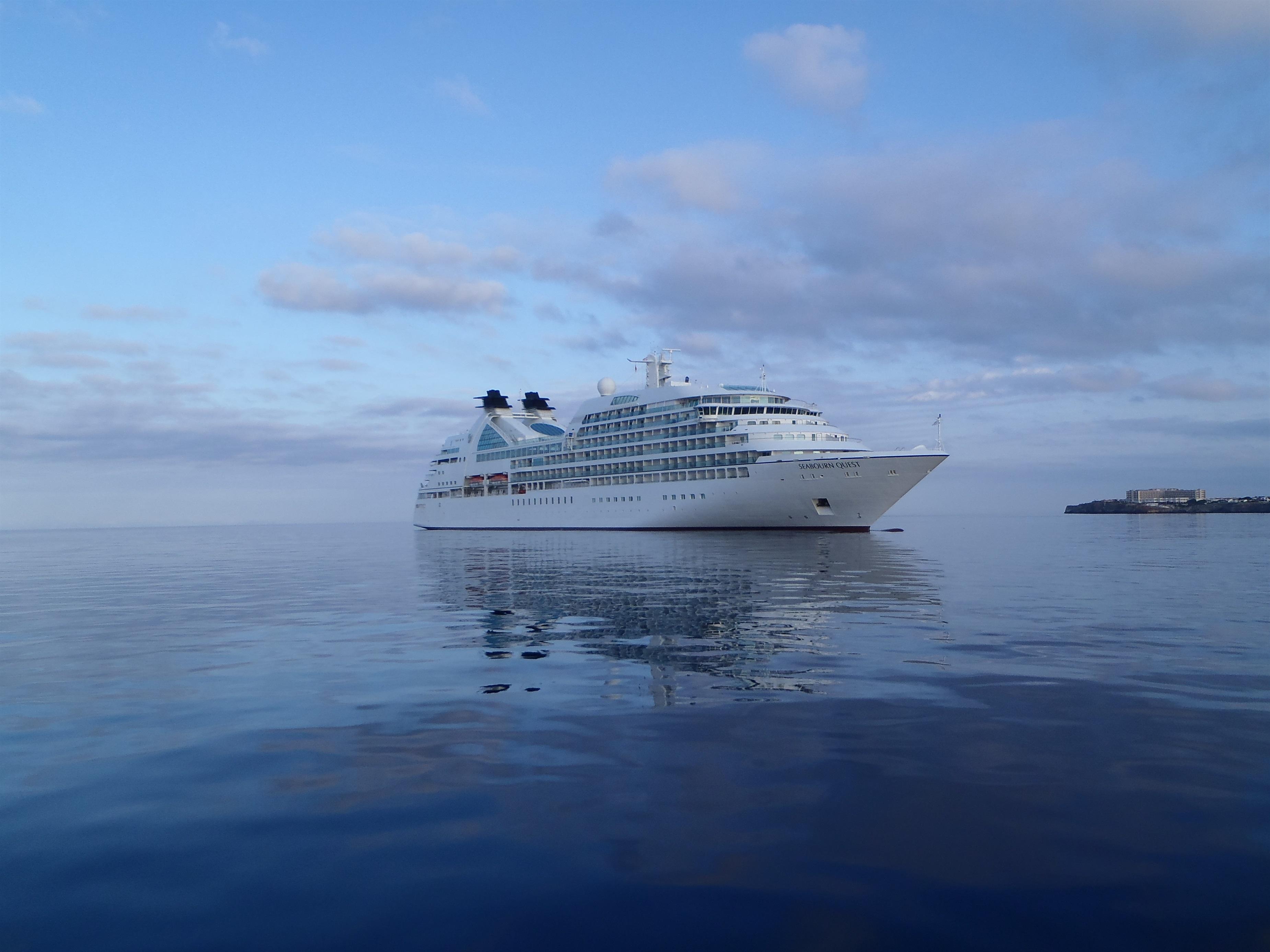 Los puertos autonómicos de Baleares han recibido este año doce cruceros con más de 3.100 pasajeros