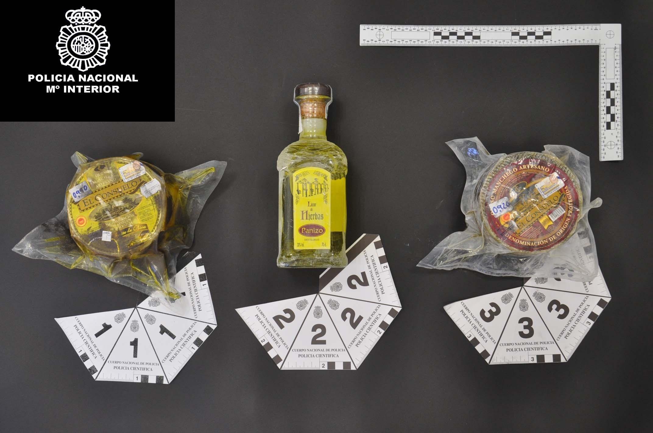 Dos detenidos en Valdepeñas (Ciudad Real) por sustraer quesos y diverso material escolar en cinco robos