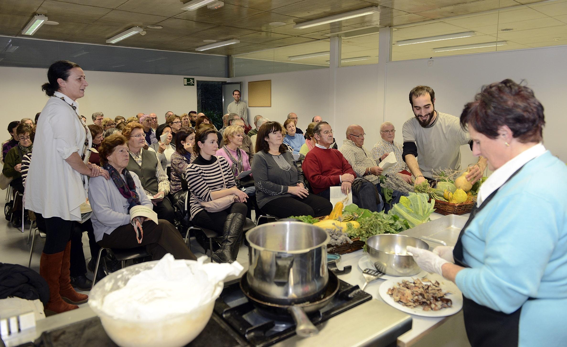Los hortelanos de la ciudad enseñan a elaborar doce platos navideños «saludables y económicos»