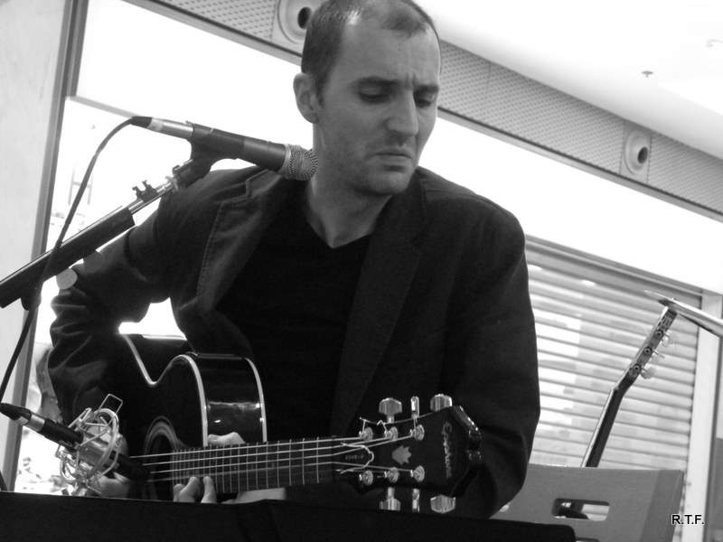 El músico Carlos Onís protagoniza la última sesión de »Catartesano»