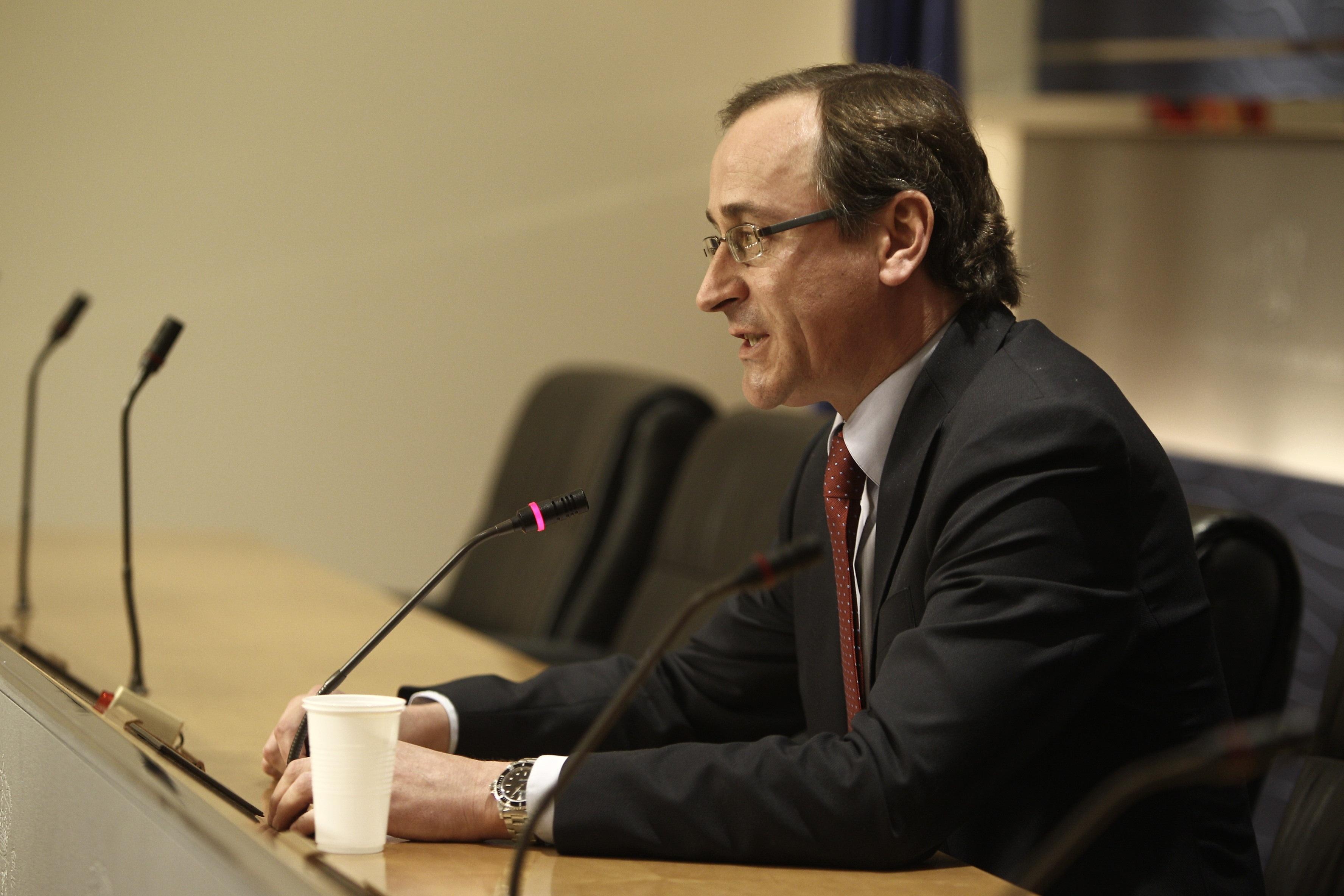 Alonso (PP) entiende que Vidal-Quadras no vaya en la lista del PP porque es un «activista destacado contra el partido»