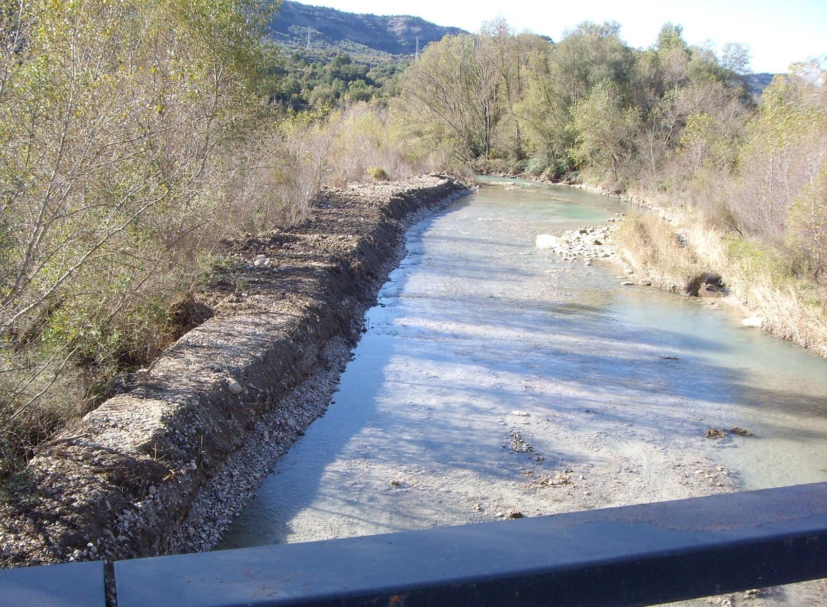 La CHE finaliza una adecuación de márgenes en el río Isábena, en Capella (Huesca)