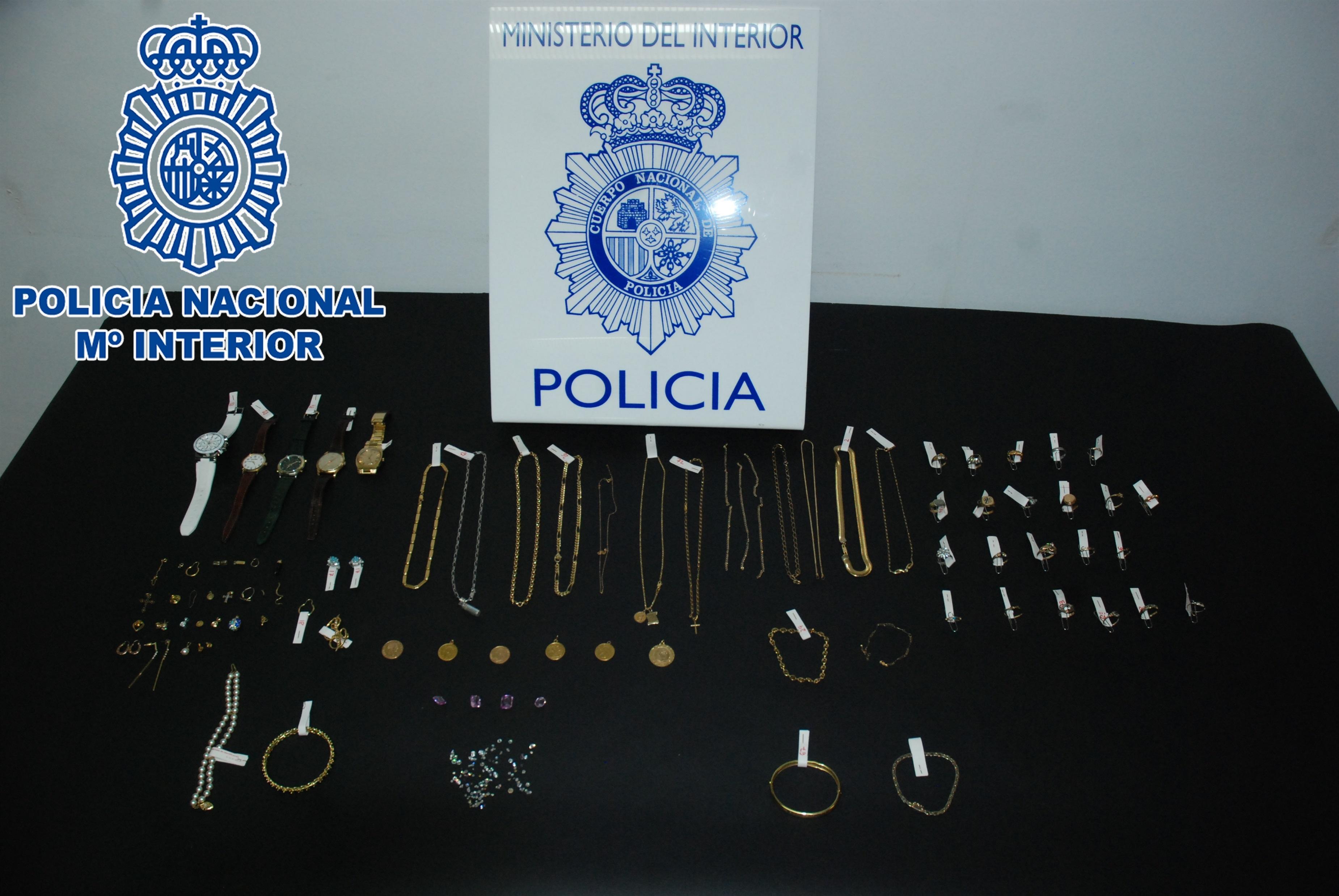 Detienen a tres personas por robar en más de 75 domicilios de Santander y Coruña