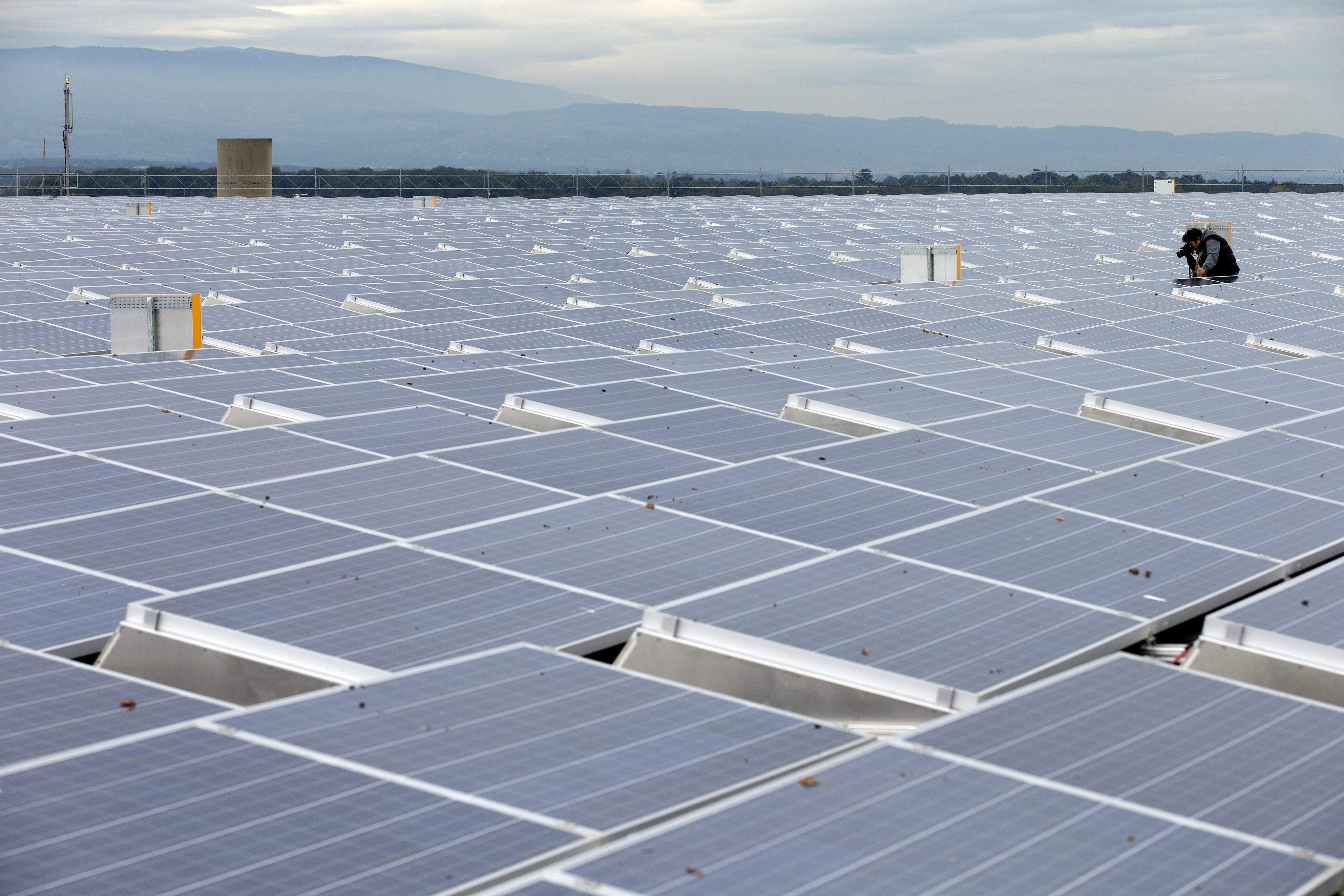 El sol se apaga en España, la deuda »ahoga» a los productores fotovoltaicos