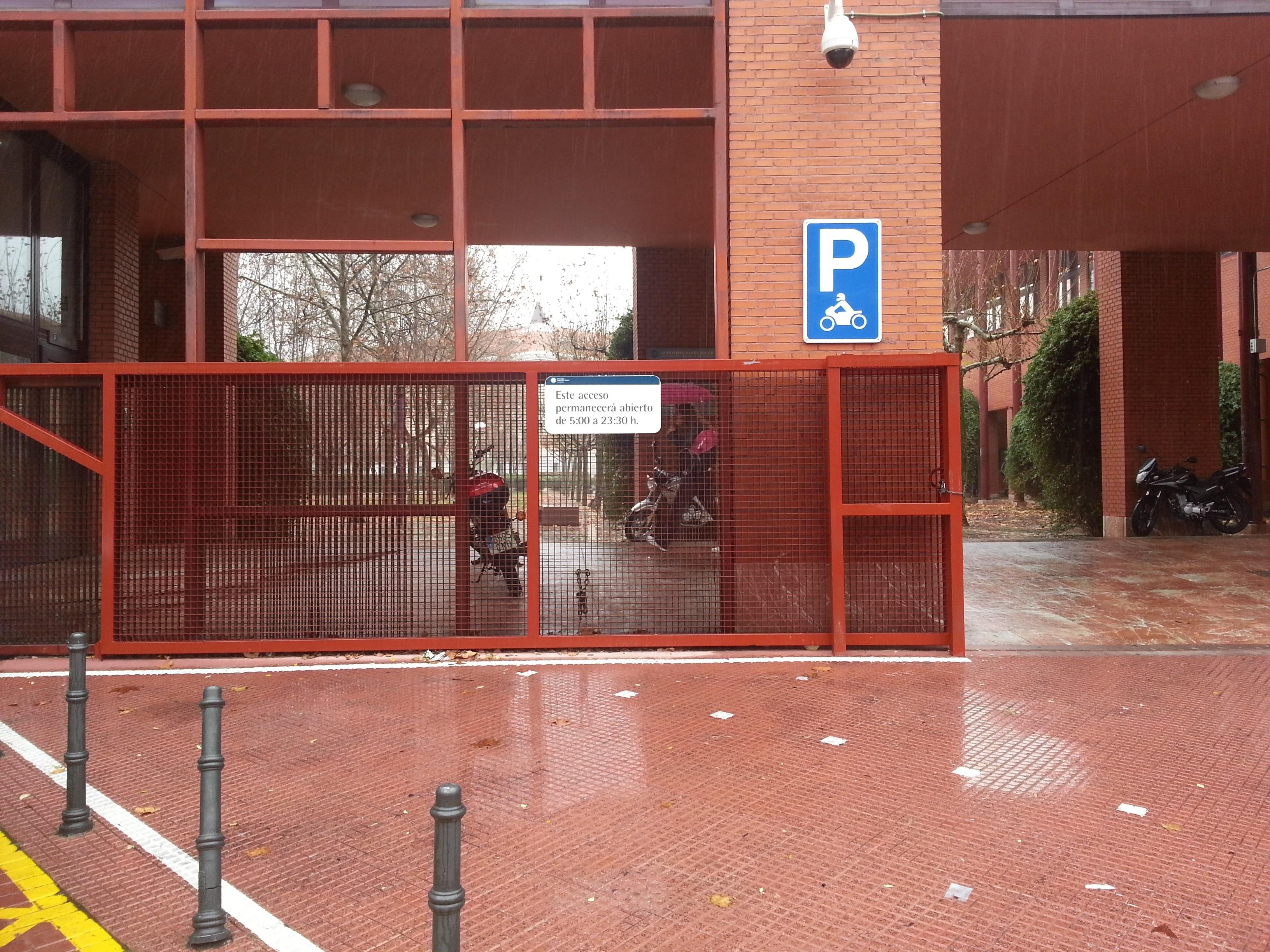 Pleno exige a la Carlos III que no cierre el campus por la noche a pesar de los actos vandálicos registrados