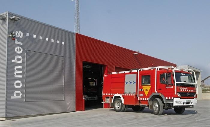 Dos intoxicados en un incendio en un piso de Olot