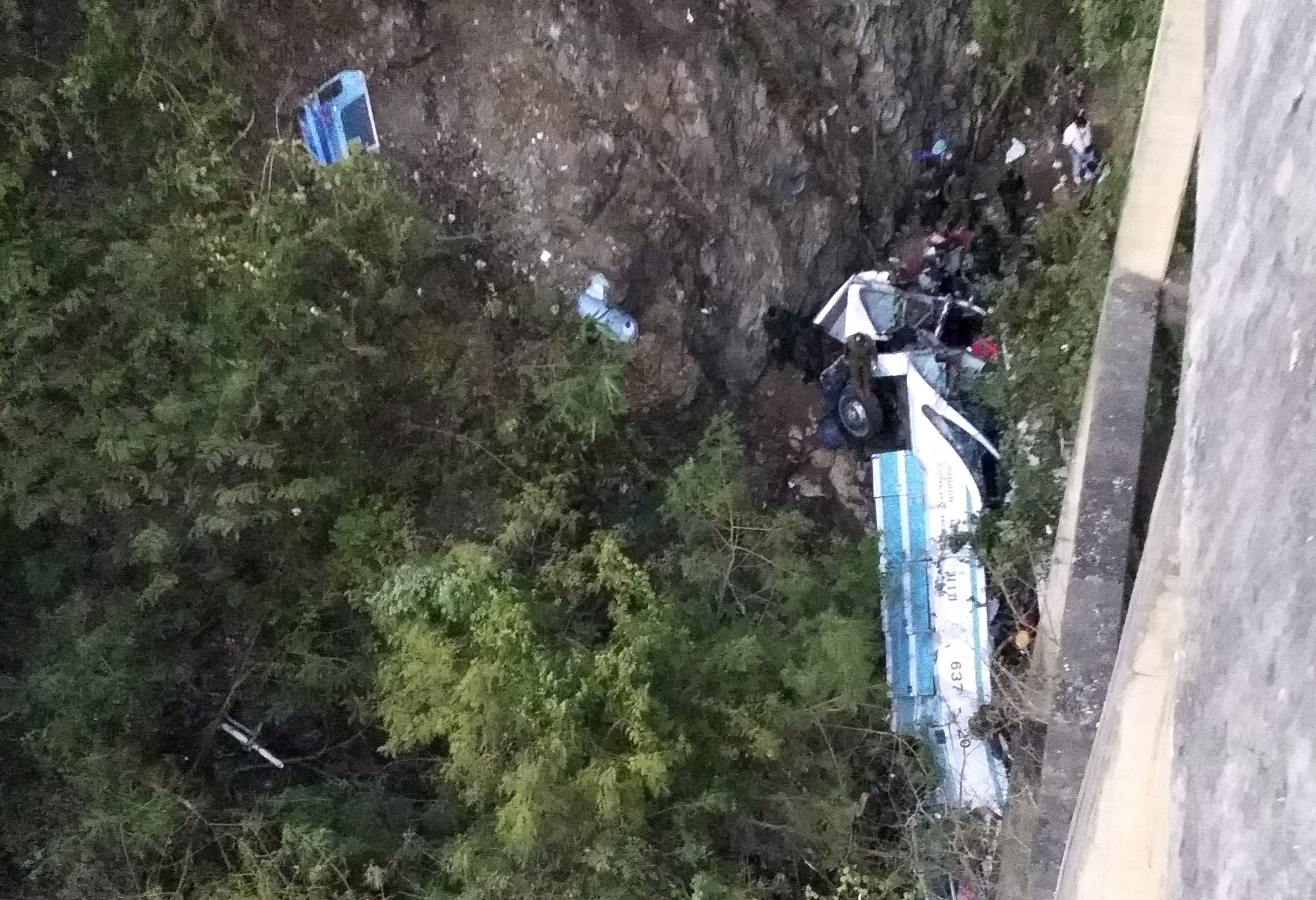 Al menos 29 muertos al despeñarse un autobús en el noreste de Tailandia