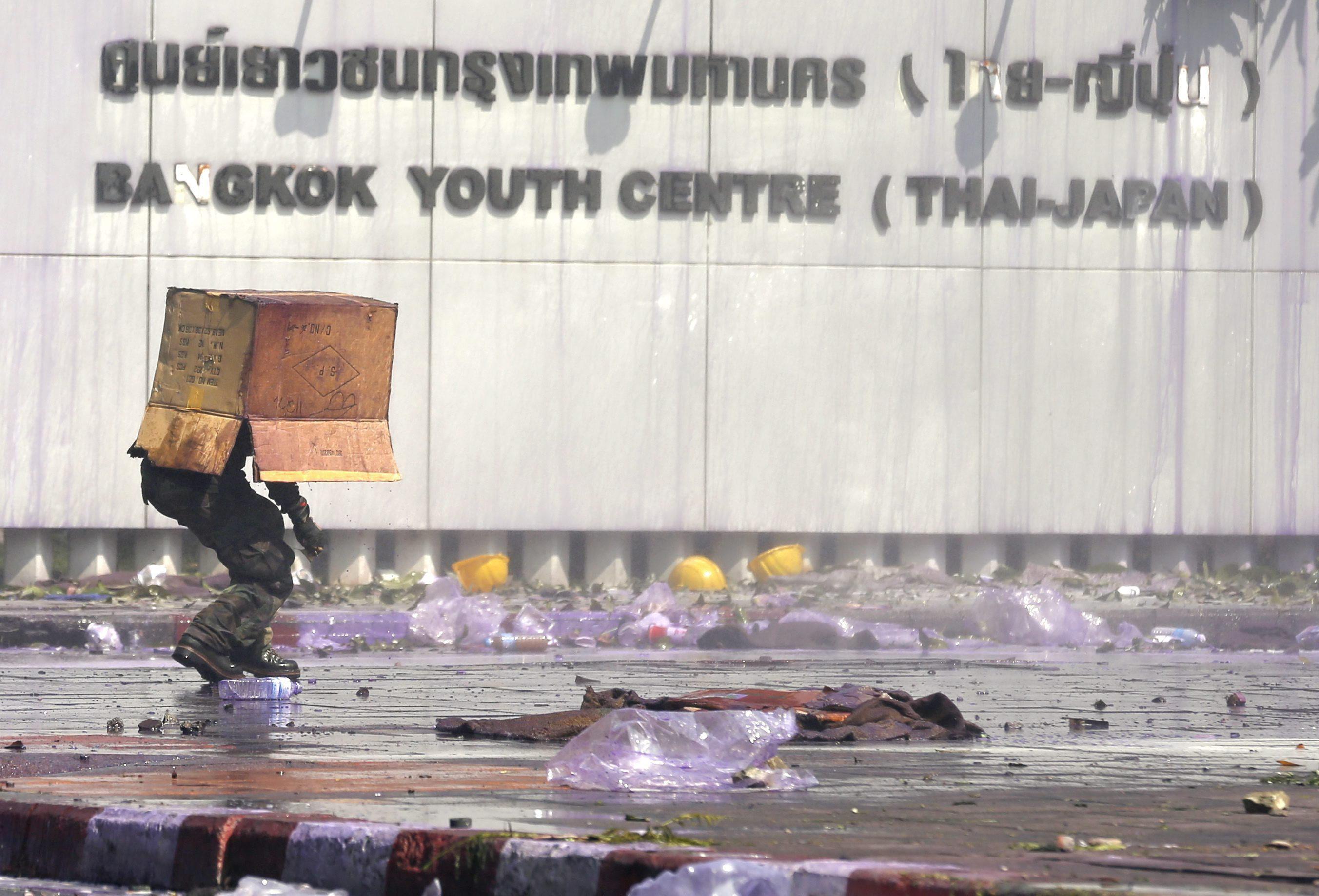 Ya son dos los muertos por los disturbios en Bangkok