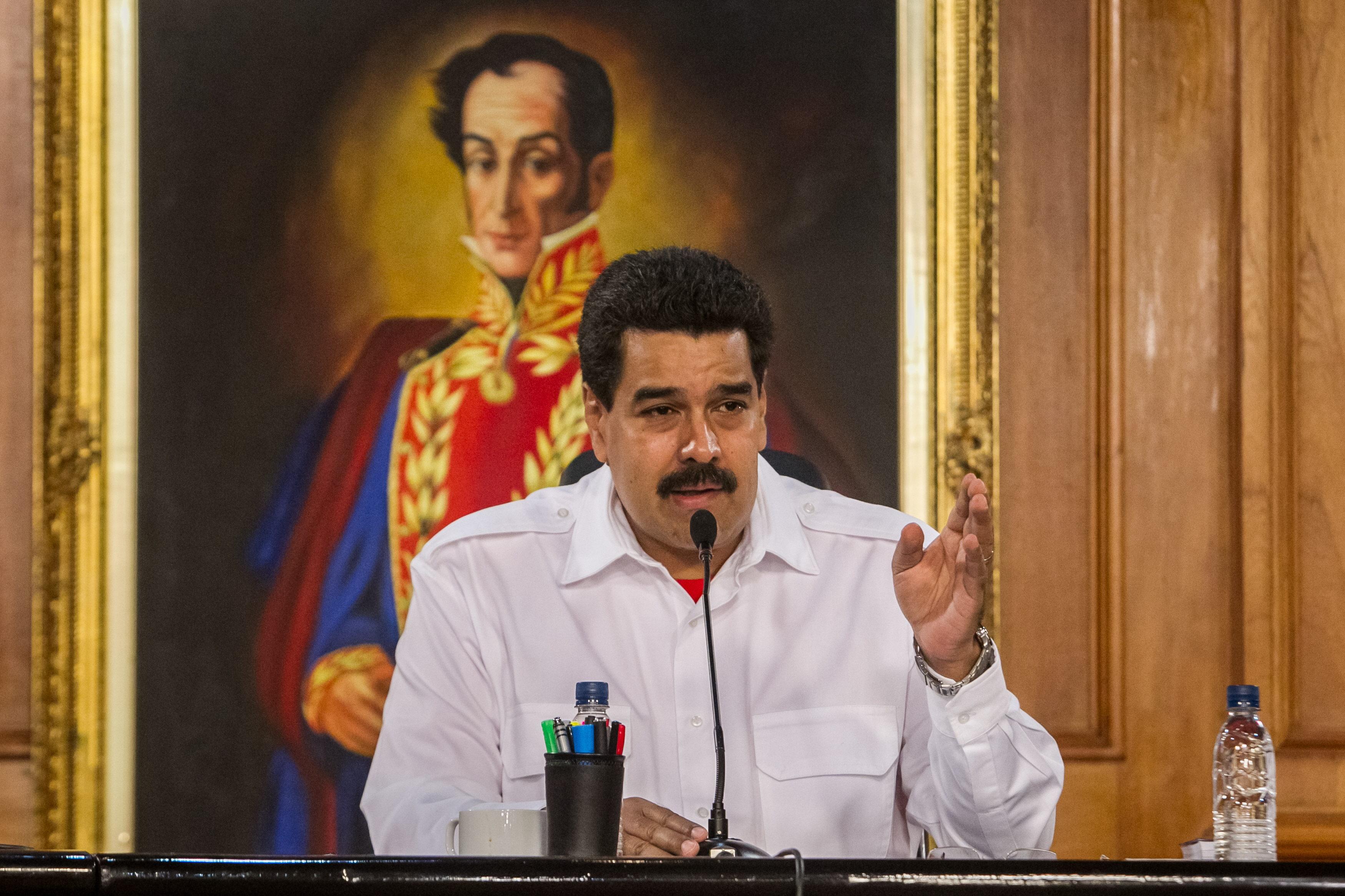 Maduro gastará más de 1,8 millones de euros al día en 2014 en comida, ropa y viajes