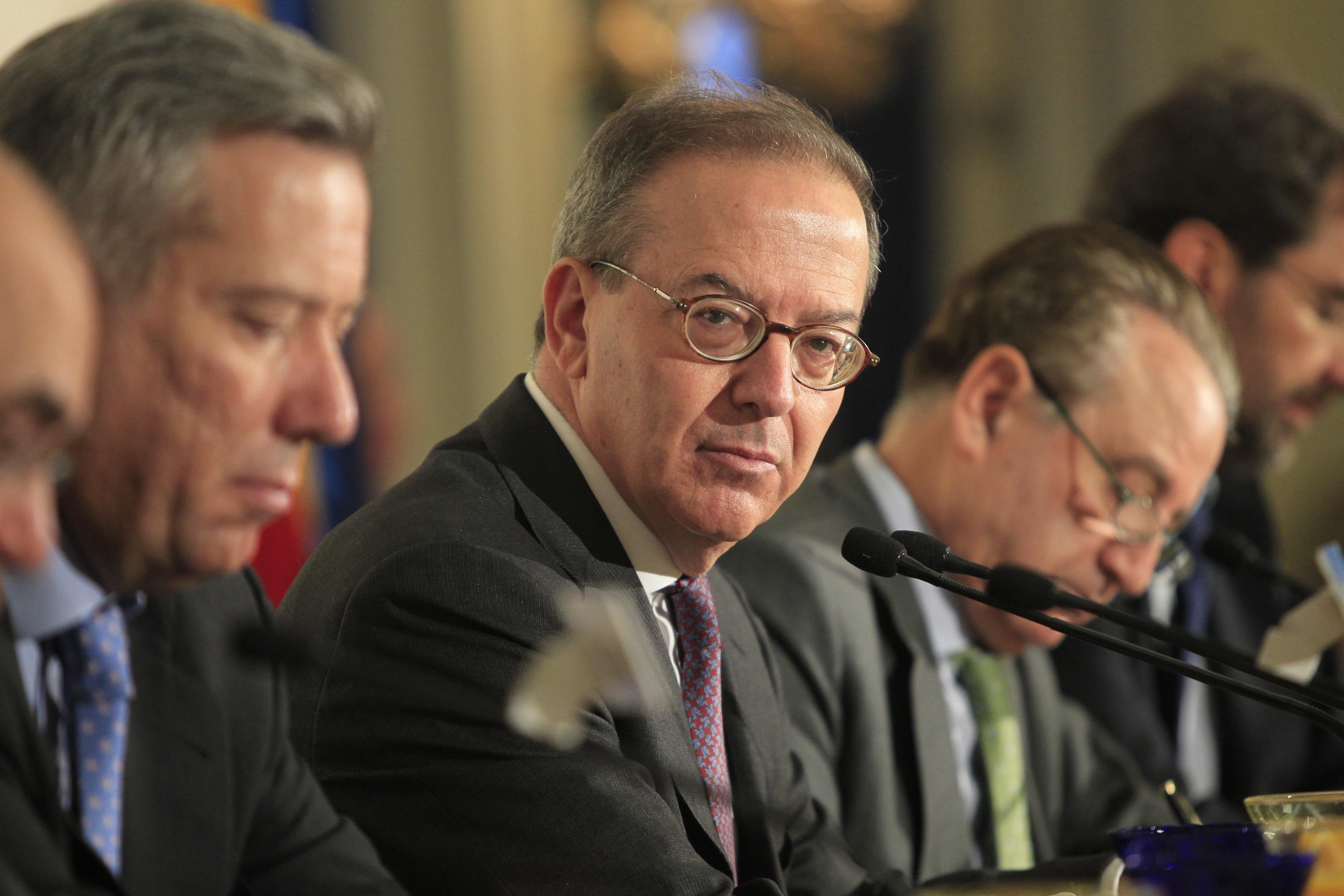 (Amp.) El FROB calcula un coste al erario público de hasta 402 millones para cerrar la fusión Unicaja-Ceiss