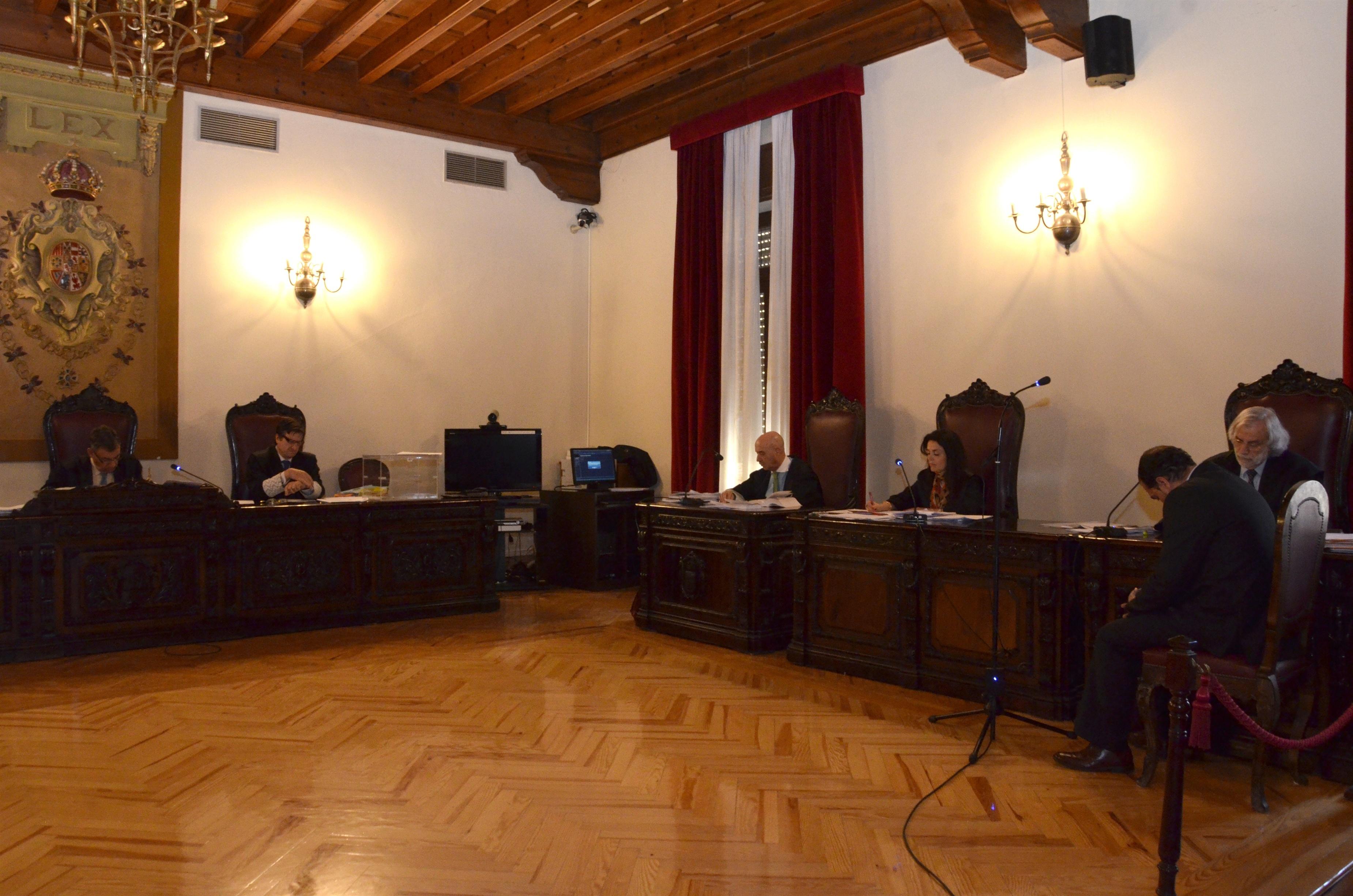 Fiscal cree que el acusado de matar a otro en Talavera miente y su defensa dice que hay cosas sin acreditar