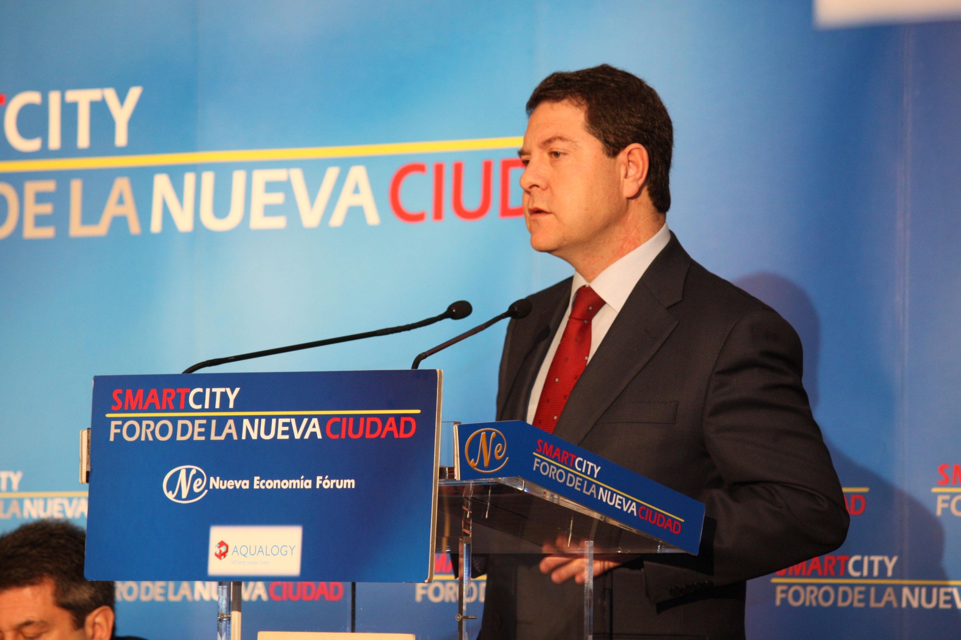 Page advierte a Cospedal de que el PSOE también impedirá un proceso similar al de la externalización sanitaria en C-LM