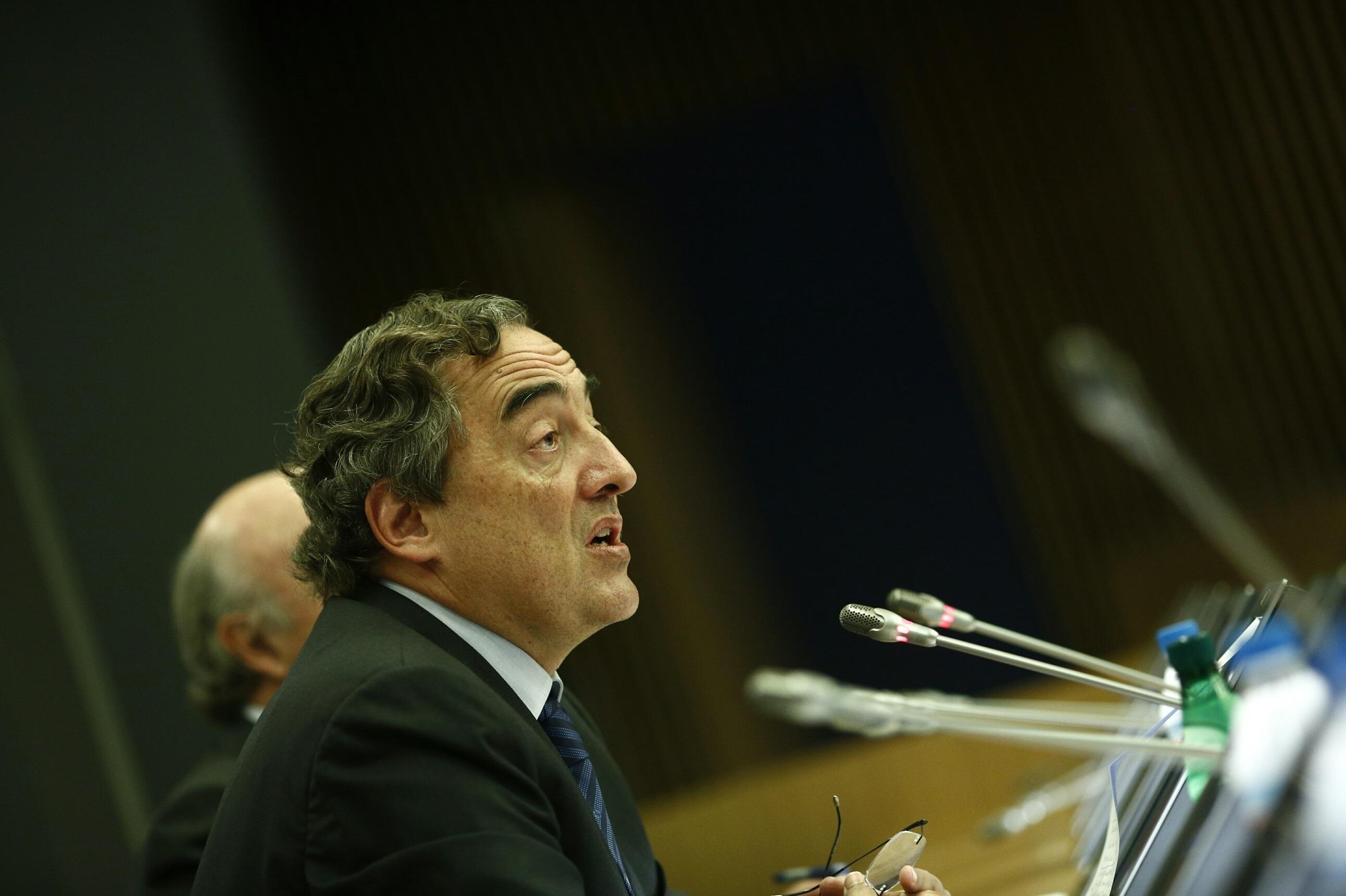 Rosell plantea ceder a trabajadores temporales derechos de los indefinidos