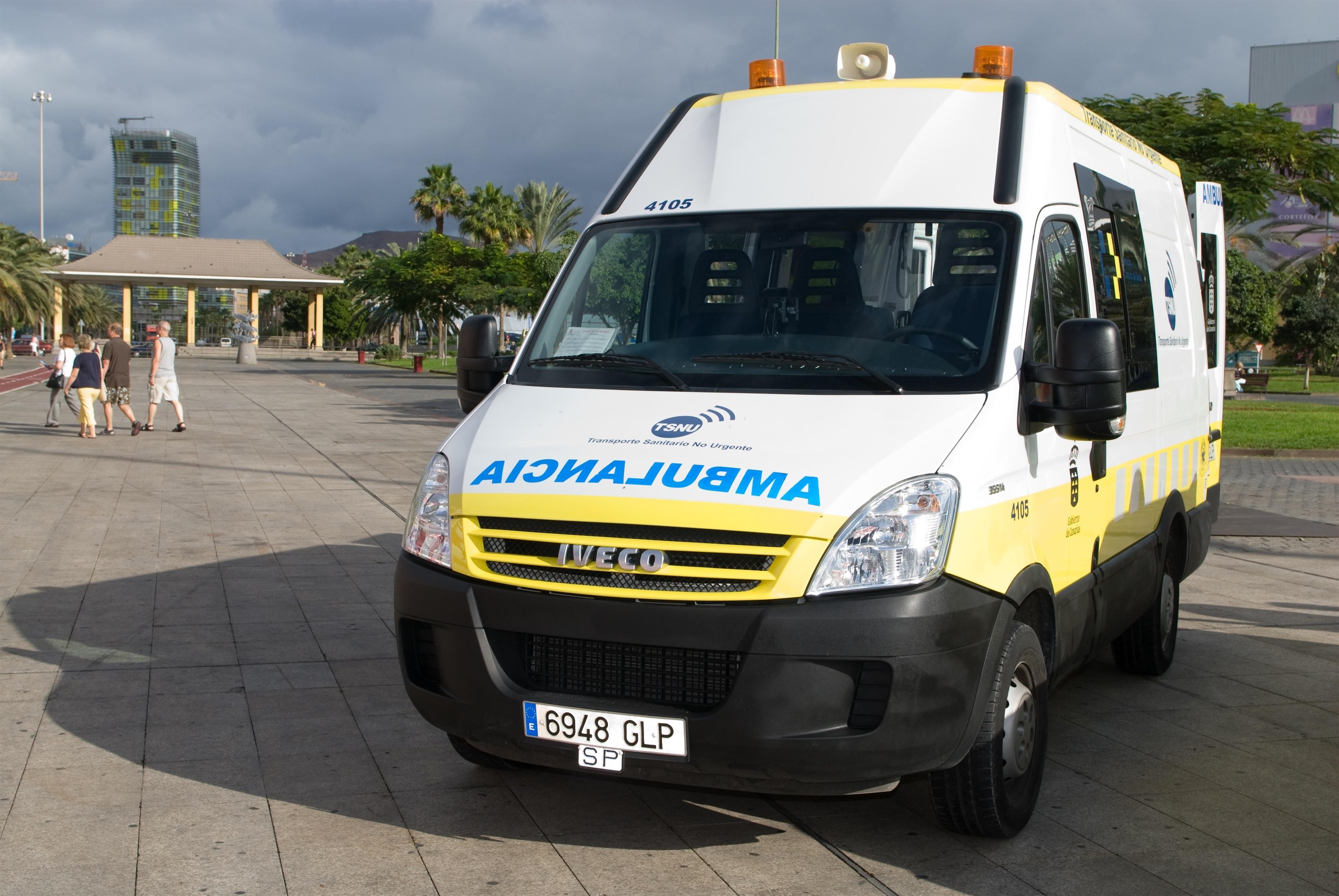 Sanidad traslada a más de 450.000 personas en ambulancias de transporte no urgente en Canarias en 2013