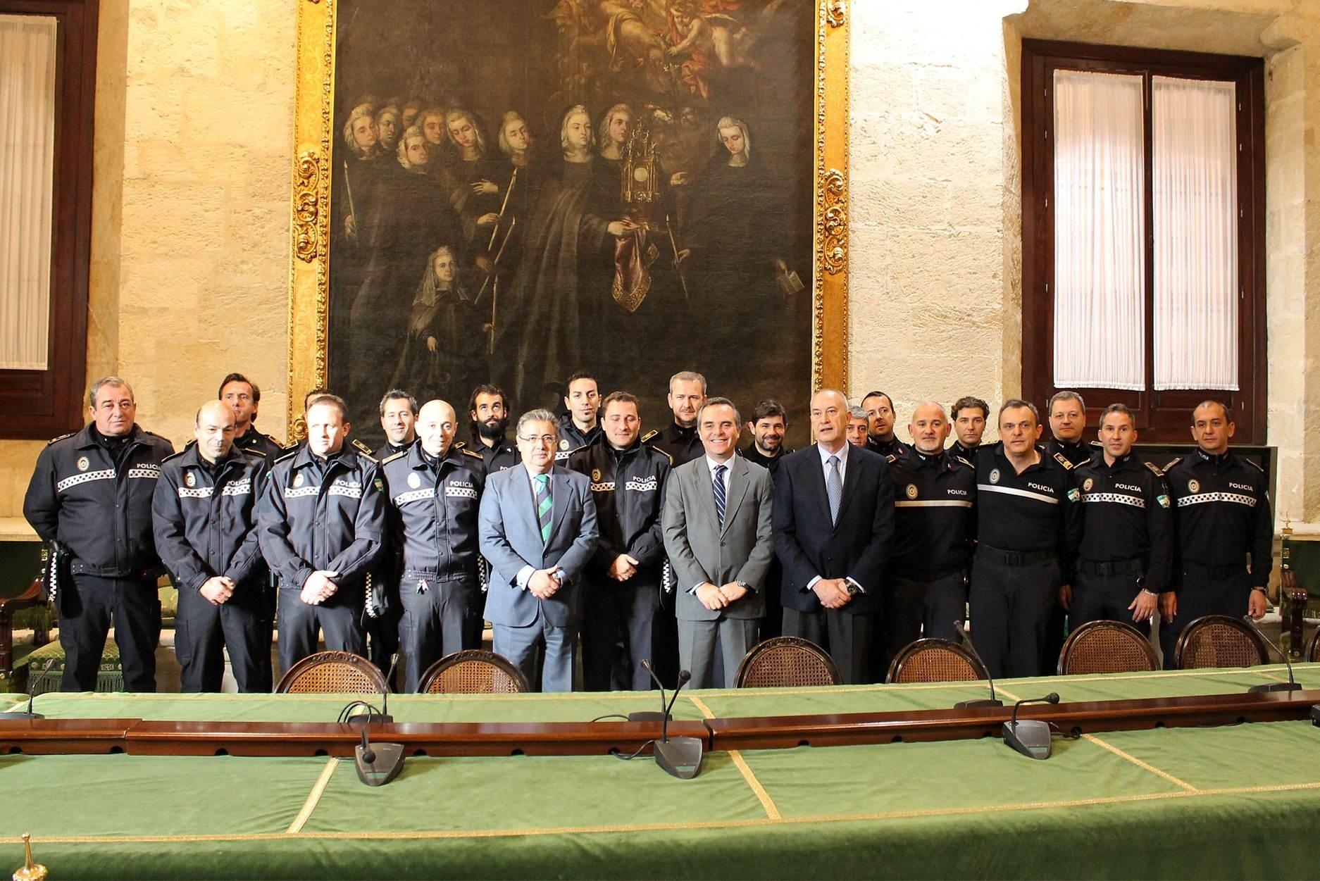El alcalde recibe a los policías locales autores de diez detenciones por dos atracos y un intento de robo