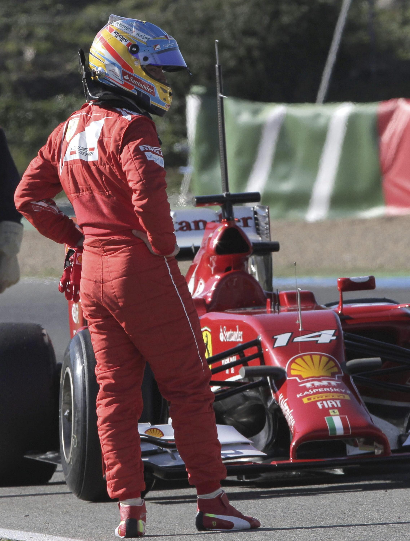 Al australiano Daniel Ricciardo también se le para el Red Bull