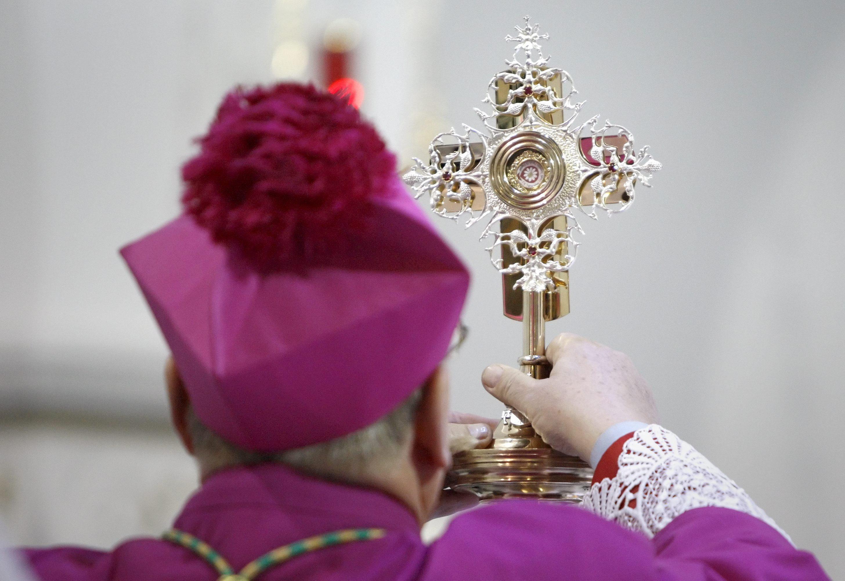 Detienen a dos personas por el robo de la reliquia con la sangre de Juan Pablo II